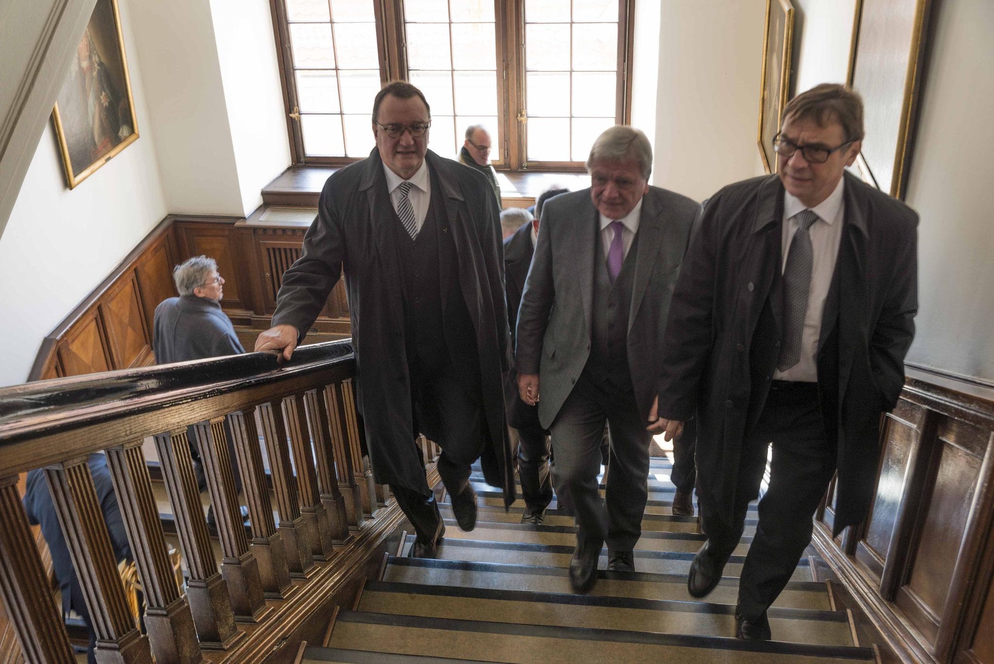 Ankunft im Rathaus: Bischof Prof. Dr. Hein, Ministerpräsident Volker Bouffier, Kirchenpräsident Dr. Dr. h.c. Volker Jung