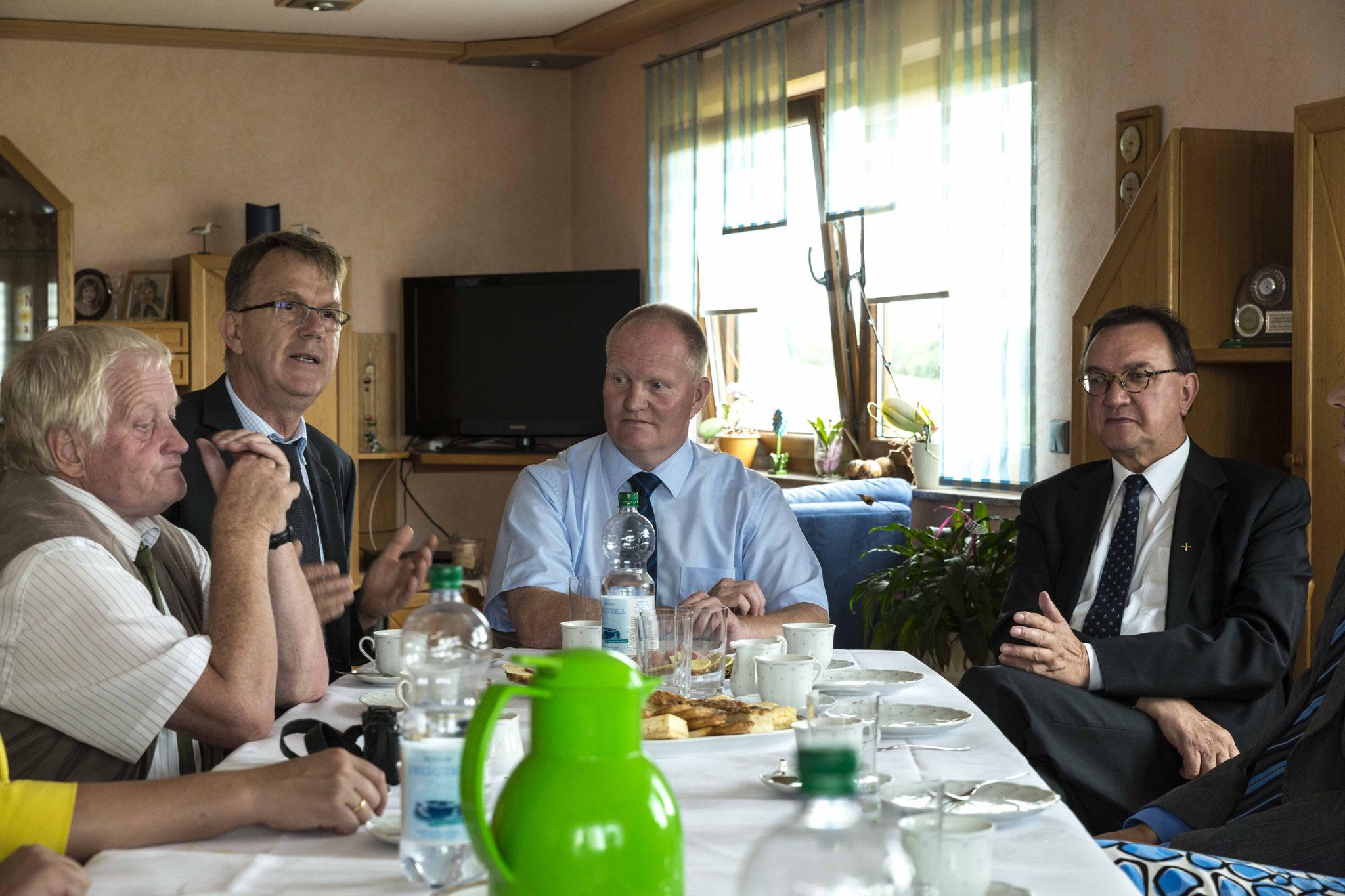 HBV-Vizepräsident Heinrich Heidel (V.l.n.r.), Geschäftsführer Peter Voss-Fels, Präsident Schmal, Bischof Hein