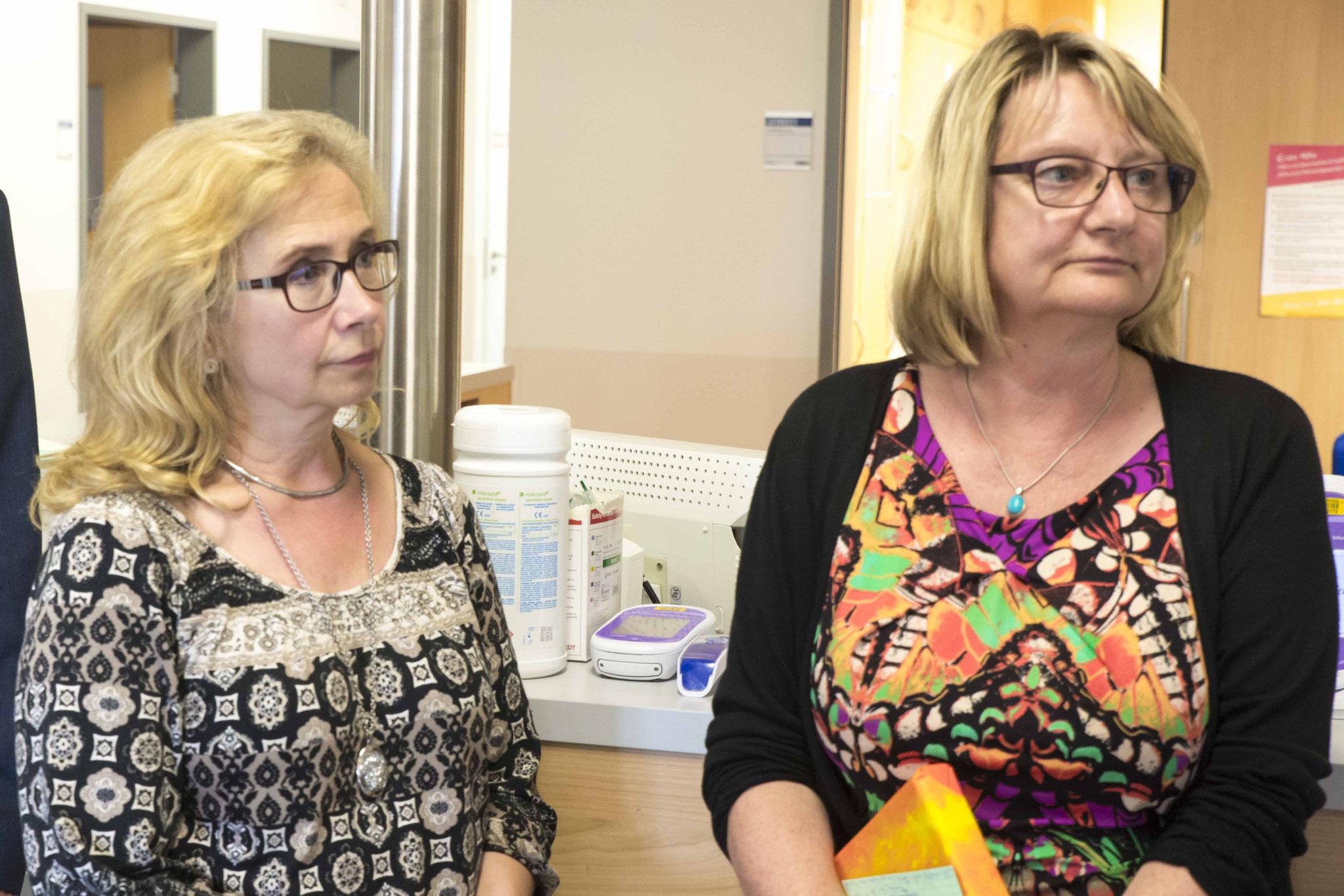 Pfarrerin Marion Kohl und Bettina Nieth (Lehrerin für Pflegeberufe und Betriebsrätin)