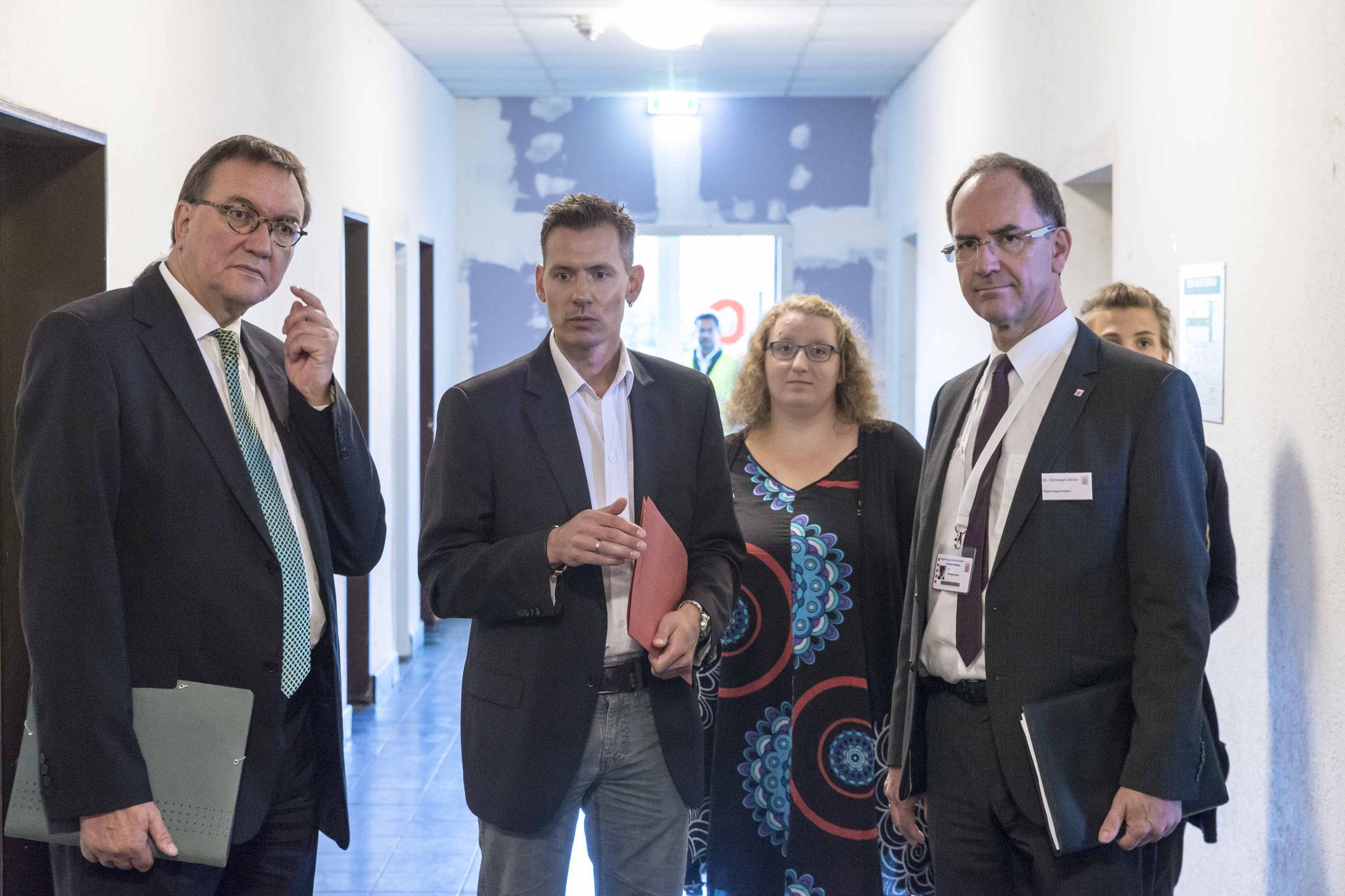 Bischof Hein (v.l.n.r.), Zutz, Janneke Daub, Ehrenamtskoordinatorin des DW, RP Ullrich