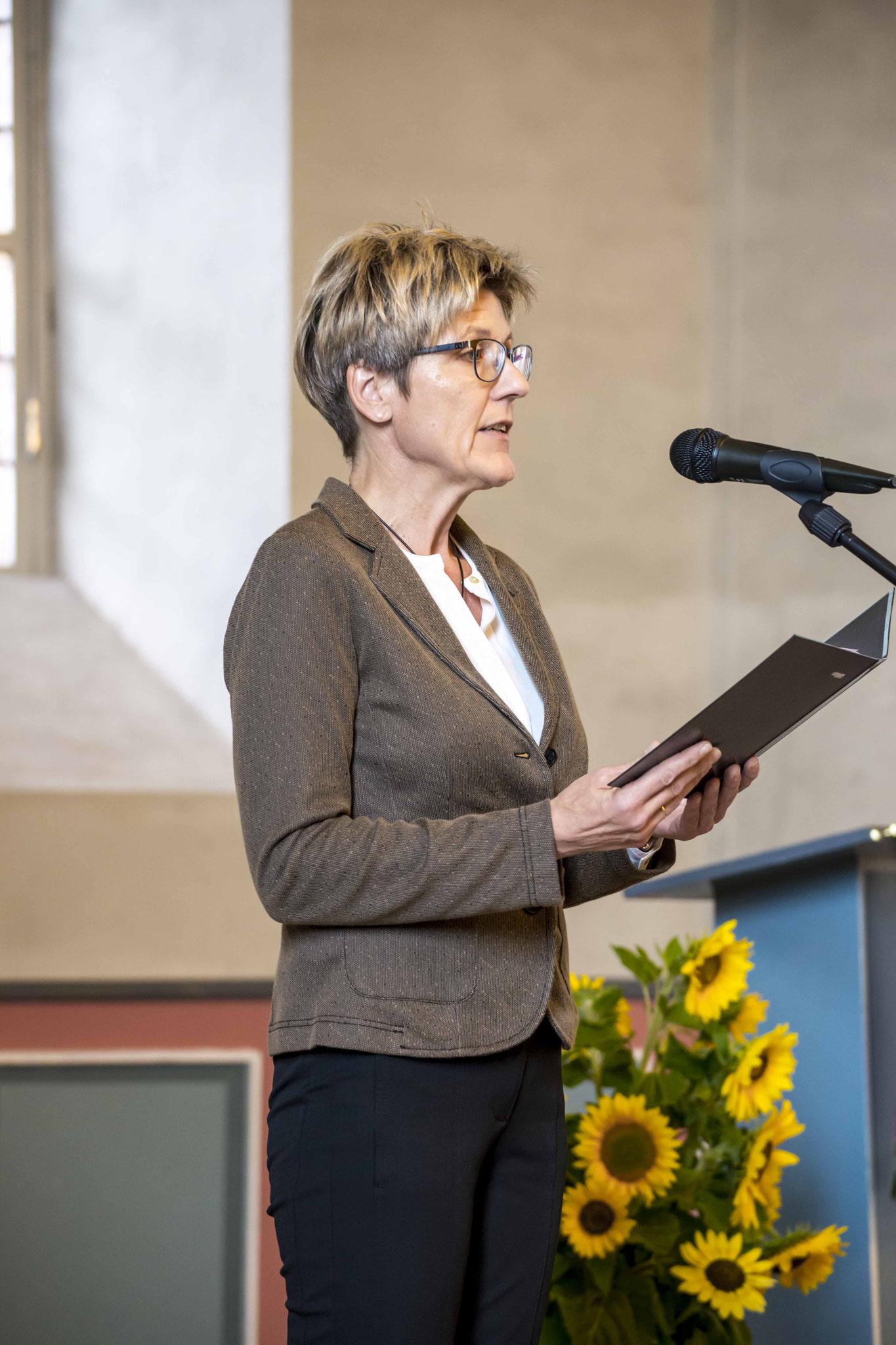 Lesungen: Hannelore Volke, Vorsitzende der Unternehmerfrauen der Kreishandwerkerschaft Waldeck-Frankenberg