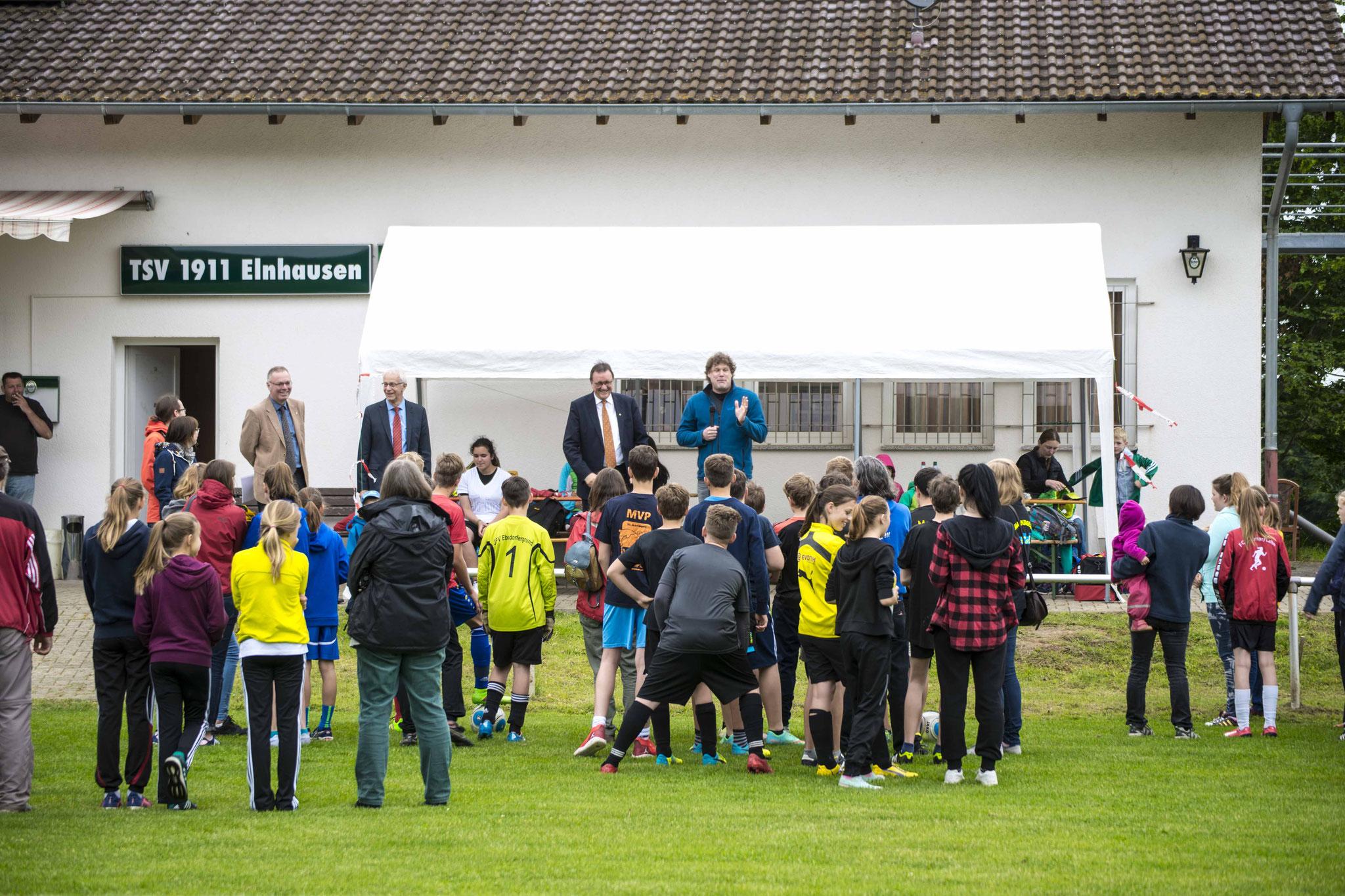 Eröffnung des Konfi-Cups mit Dekan Burkhard zur Nieden (v.l.n.r.), Propst Helmut Wöllenstein, Bischof Prof. Dr. Martin Hein, Pfr. Dr. Matti Schindehütte