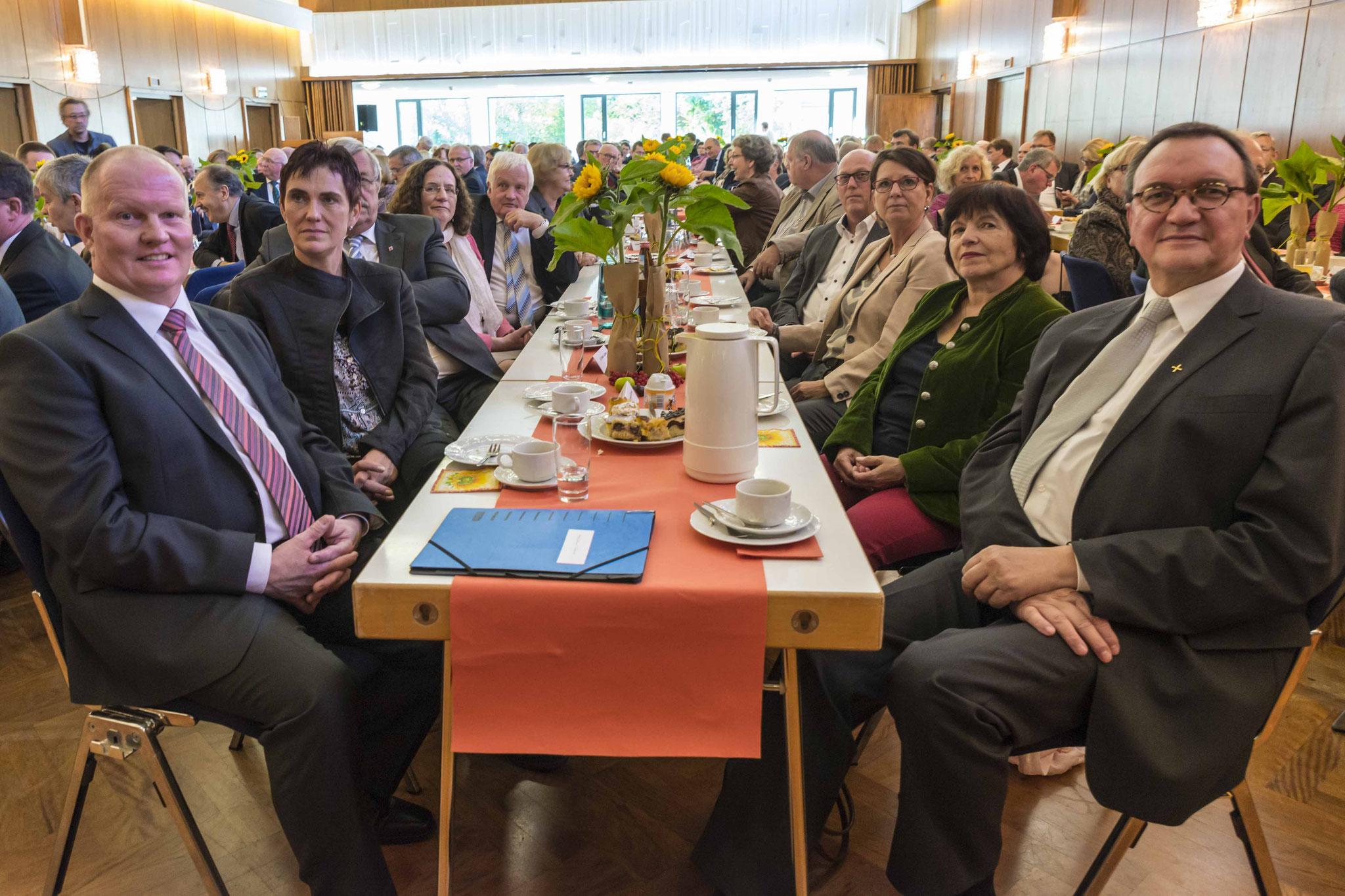 Bauernpräsident Karsten Schmal (links), Ministerin Priska Hinz (3.von rechts) und Bischof Prof. Dr. Martin Hein