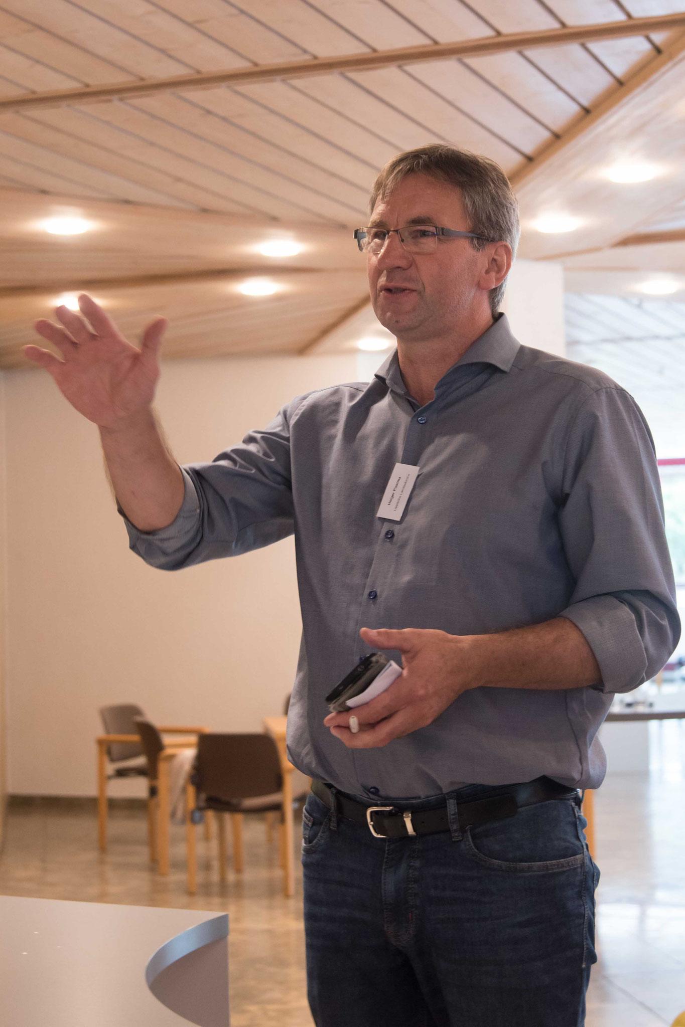Holger Postma,  AG der Land-Kirchen-Konferenz,  moderierte das Worldcafé