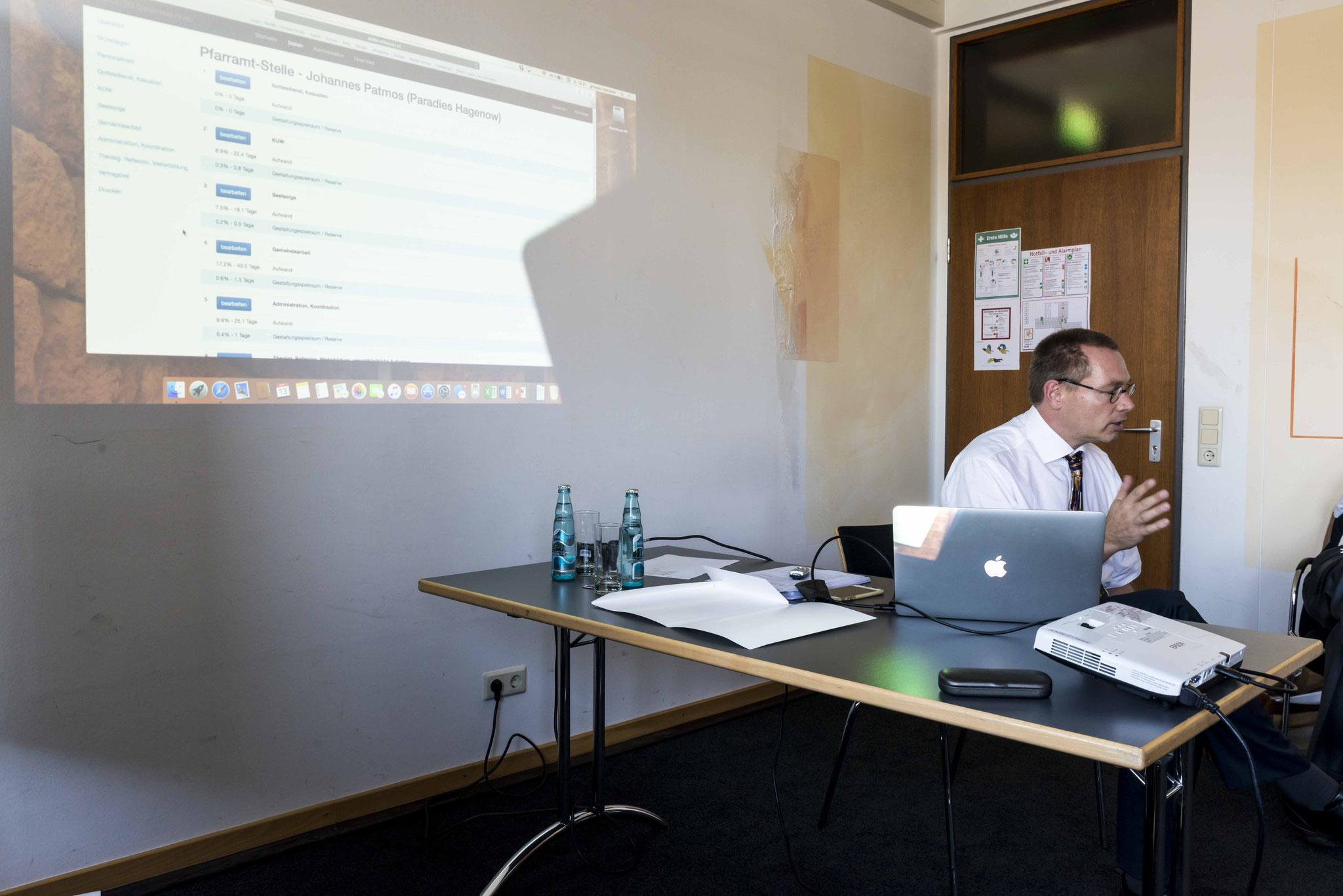 Dr. Stephan Hagenow stellte den Schweizer Stellenbeschrieb vor