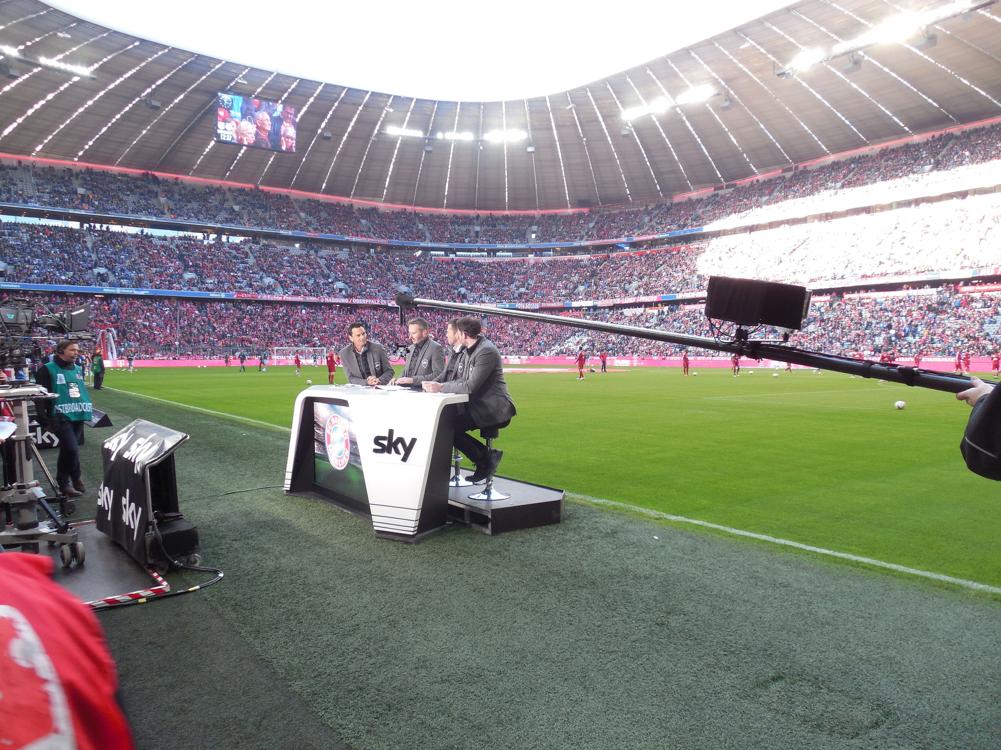 Allianz Arena FC Bayern LED Screen Sky Topspiel Tisch