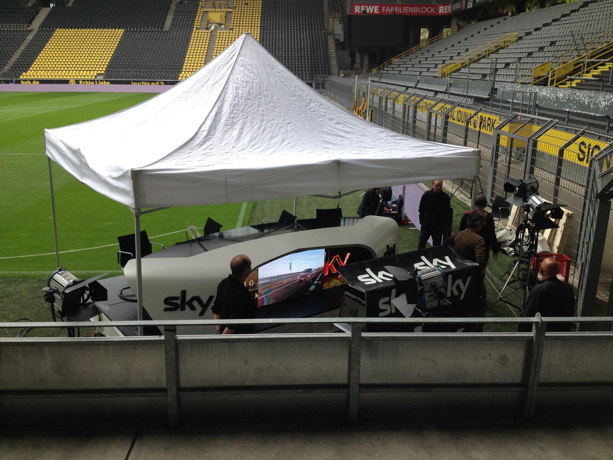 Iduna Park Stadion BVB Dortmund LED Screen Sky Topspiel Tisch