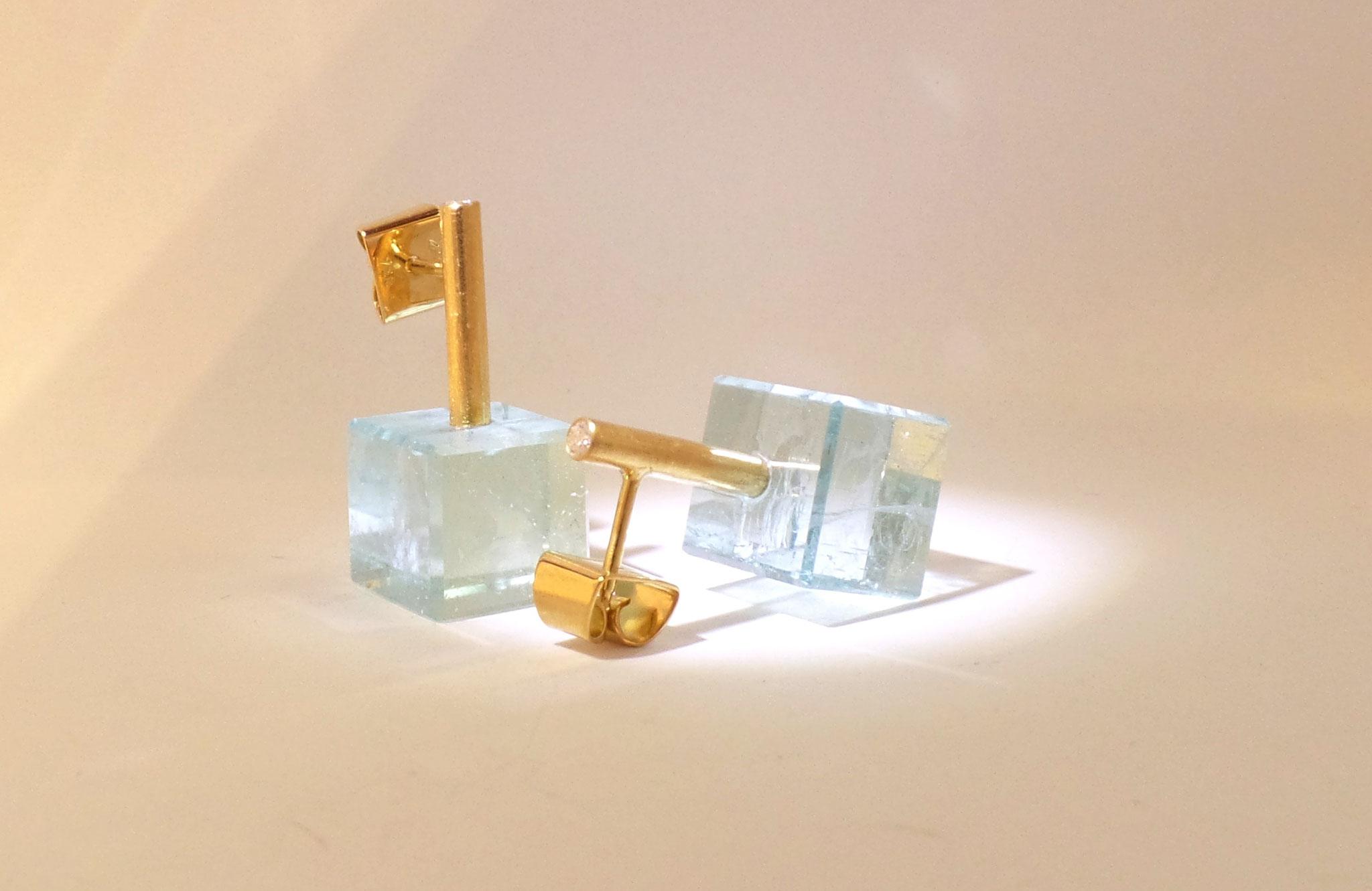 Aquamarinwürfel an 750/- Gelbgold-Ohrsteckern