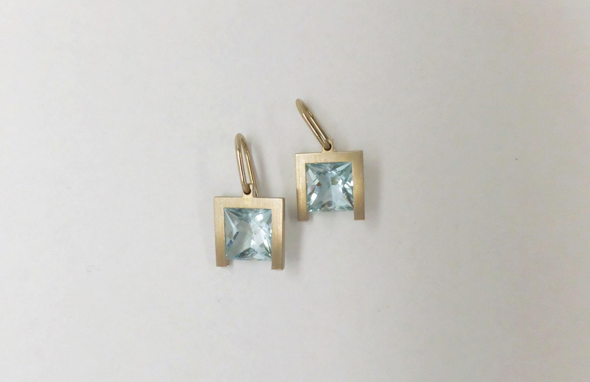 Aquamarine in 750/- Weißgold-Schienen gefasst als Ohrhänger