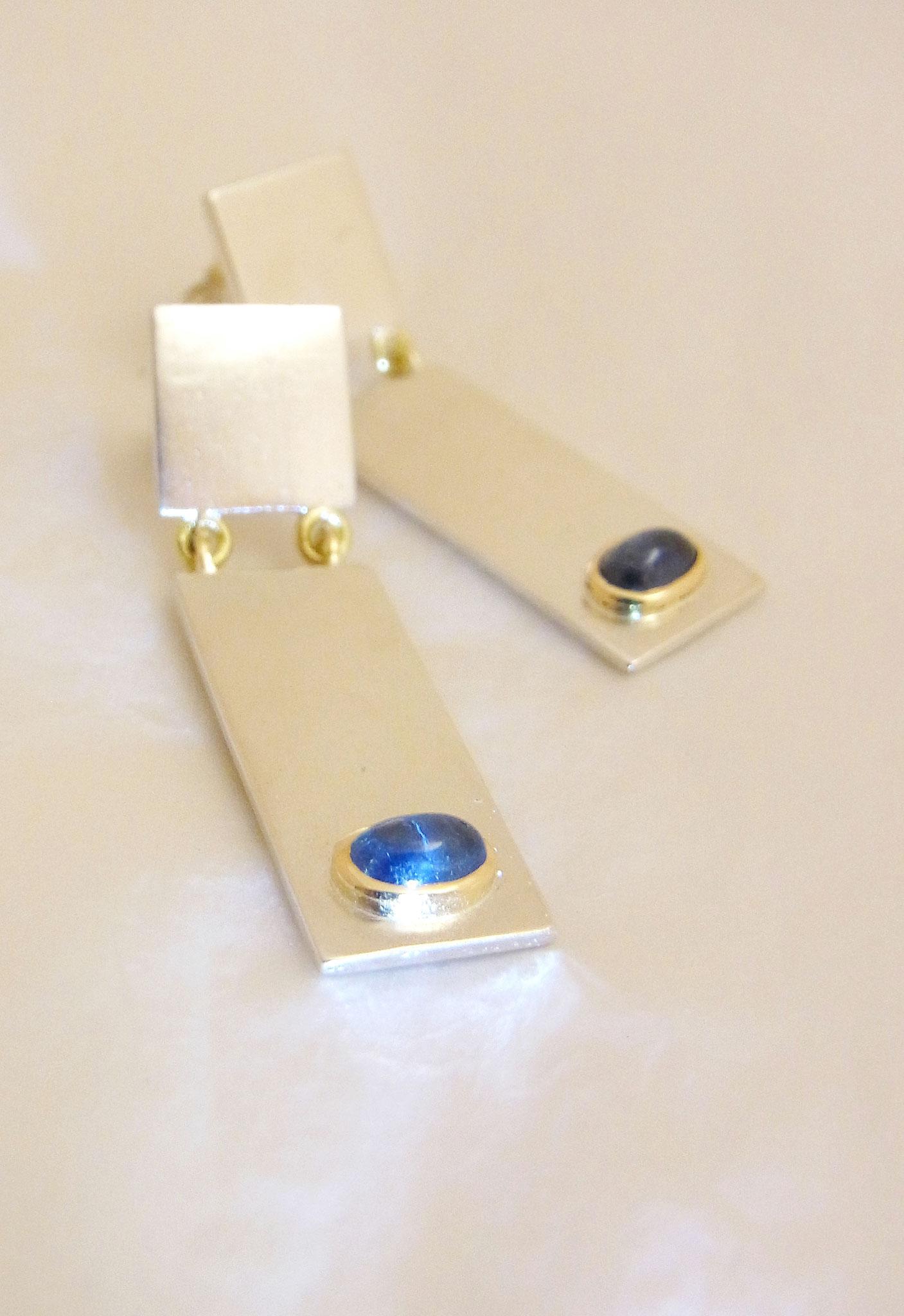 Saphiere in 750/- Gelbgold gefasst, an 925/- Silber Ohrhängern