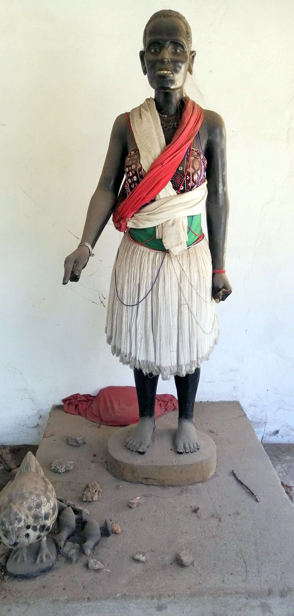 La statua d'ebano di Mekatilili wa Menza a Uhuru Garden (rinominato Mekatilili Garden) nel centro di Malindi