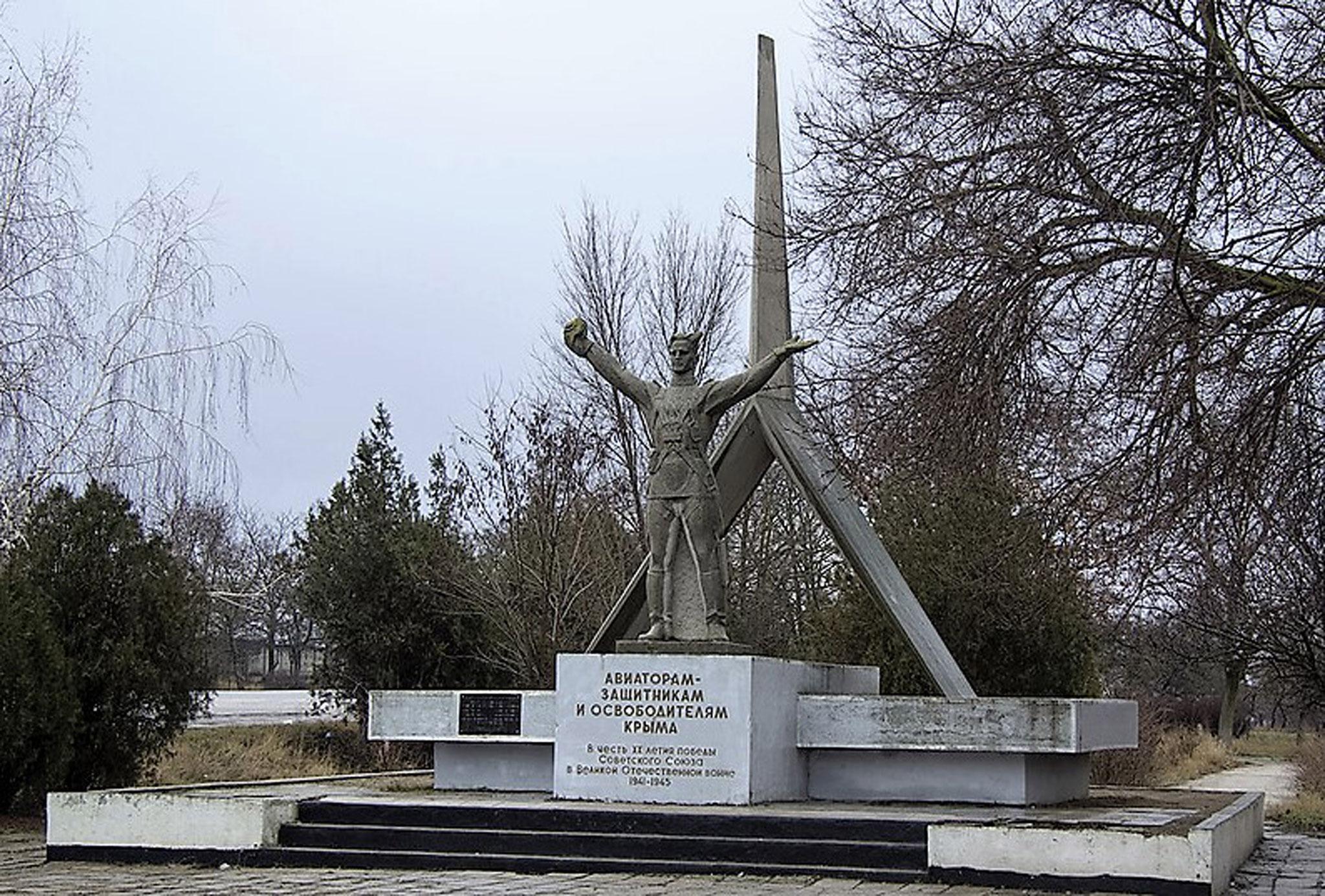 кратко о памятниках и фото г джанкоя один защитный