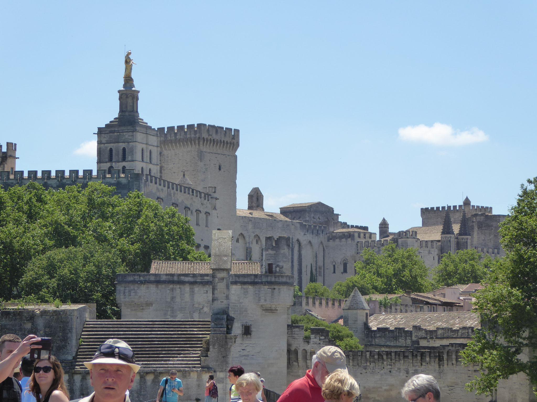 Blick auf den Papstpalast in Avignon