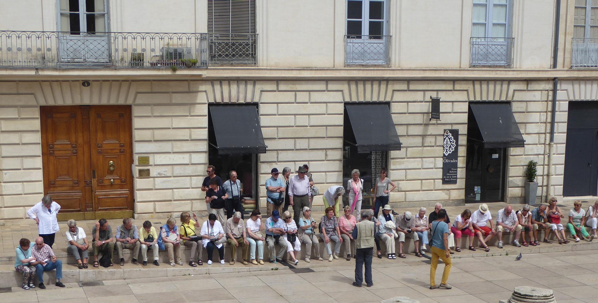 """Etwas müde beim """"Maison Carree"""" in Nimes"""