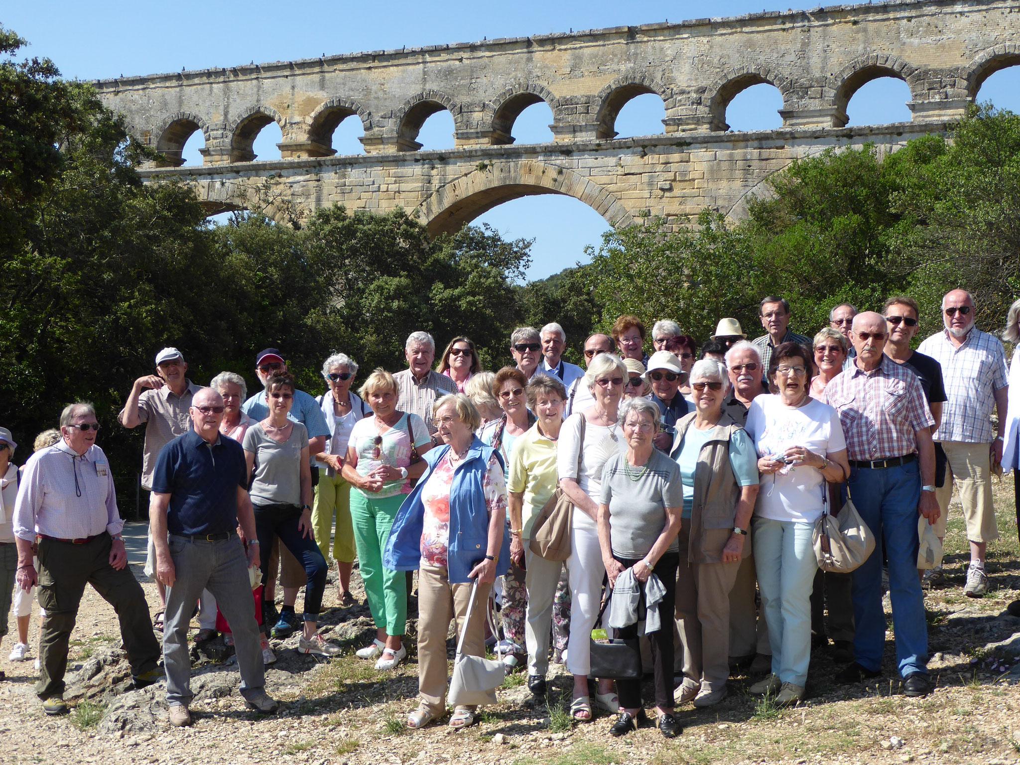 """Beim Gruppenfoto am """"Pont du Gard"""""""