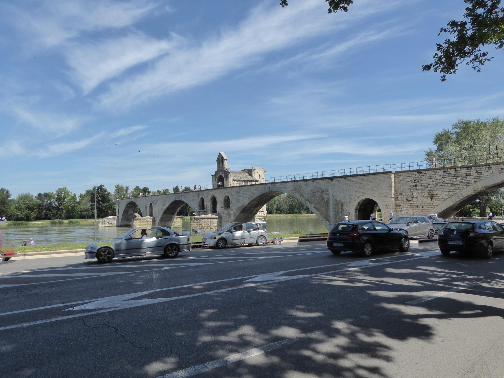 Die bekannte Brücke von Avignon