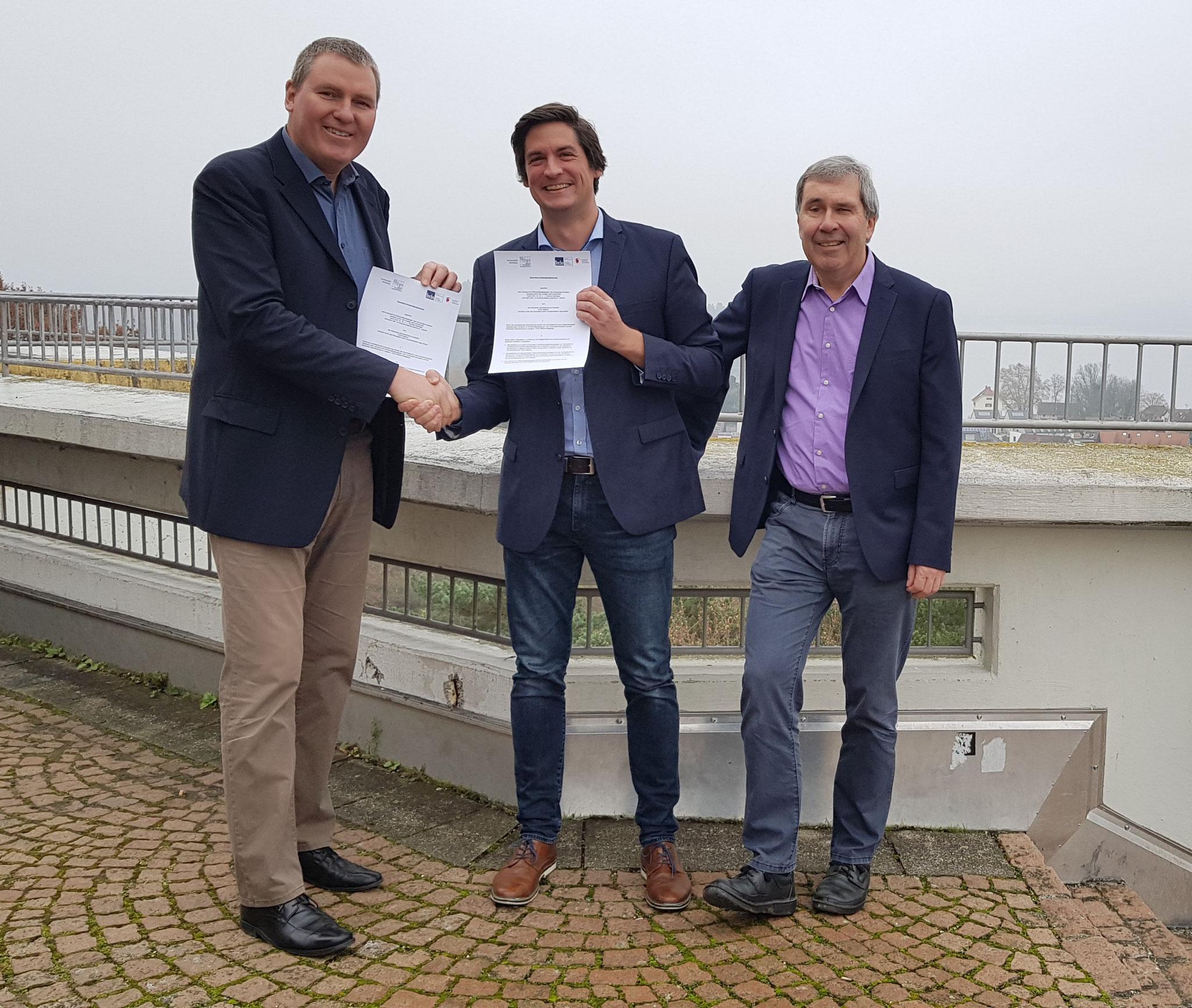 Catedrático de Educación Empresarial Prof. Dr. Dr. h.c. Thomas Deißinger y Joachim Dietrich, así como el director de FEDA Madrid, Ingo Winter.