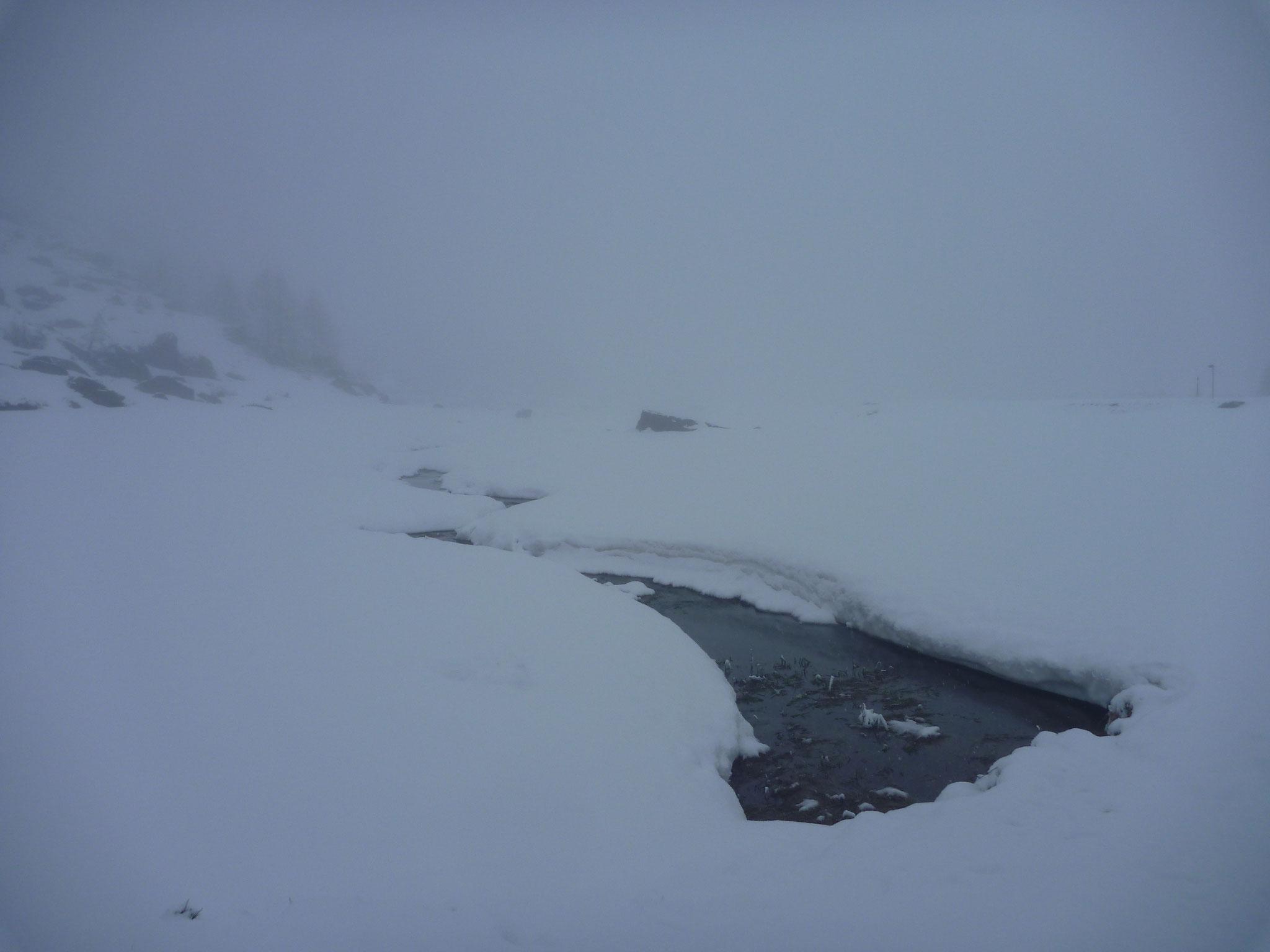 Viele Bäche liegen noch unter einer dicken Schneeschicht
