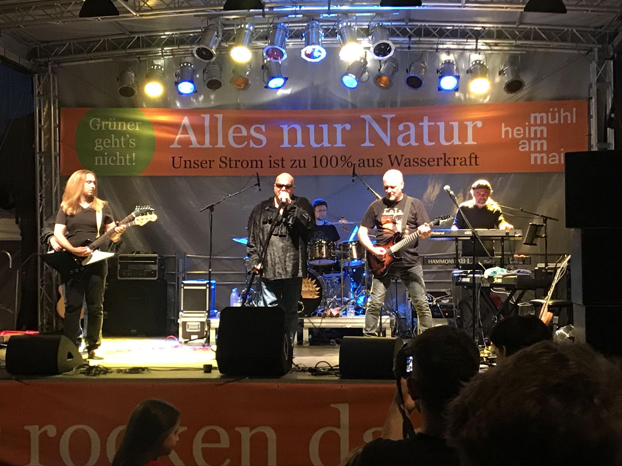 Auf der Bühne: Toja (Mühlheimer Rockband)