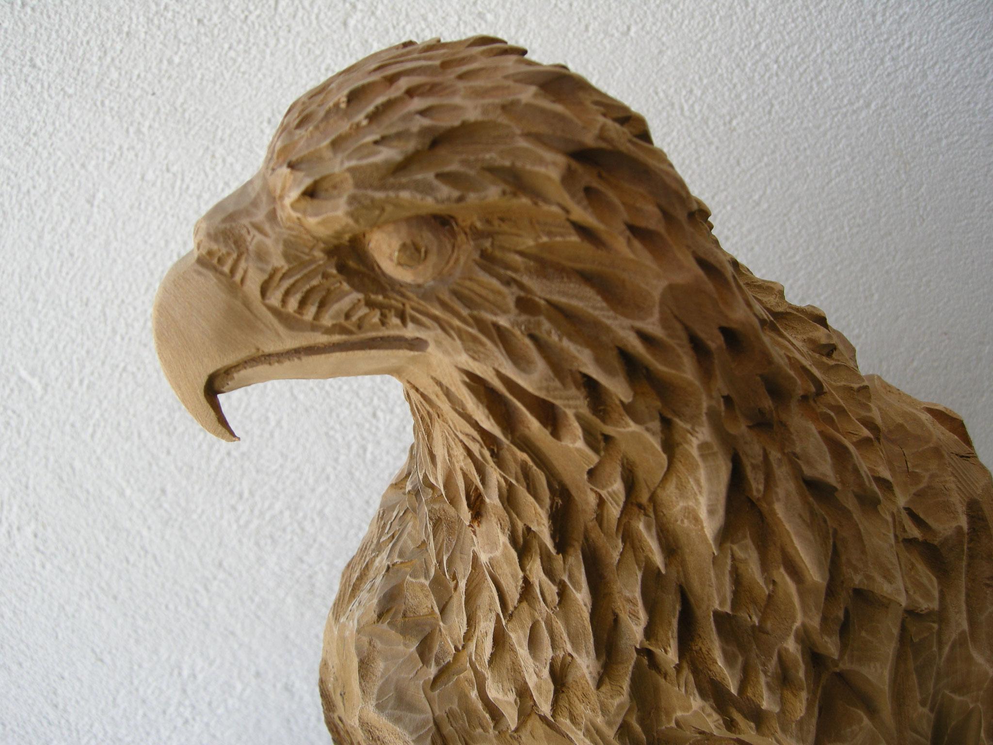 Adlerkopf geschnitzt