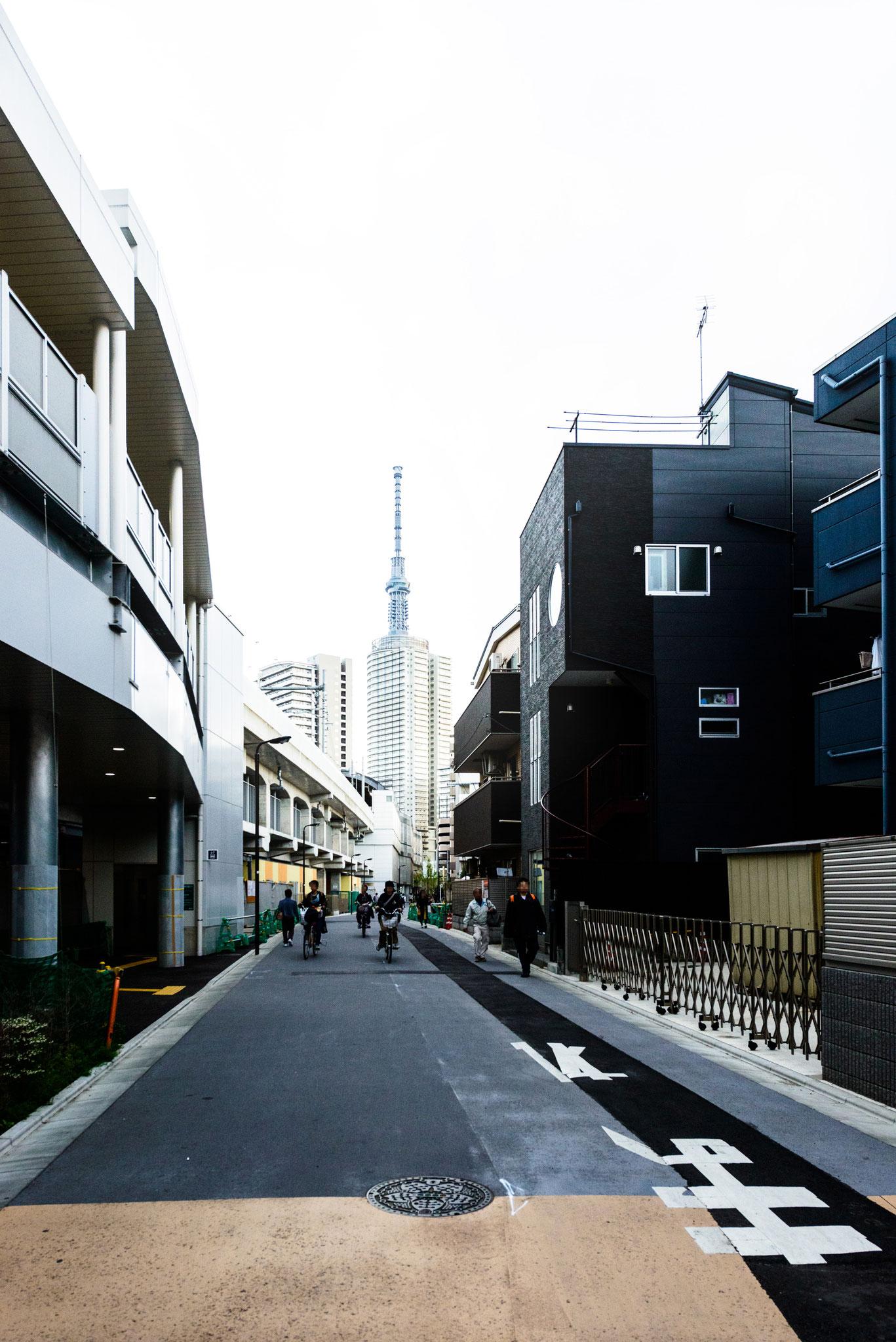 京成曳舟駅から見えるスカイツリー