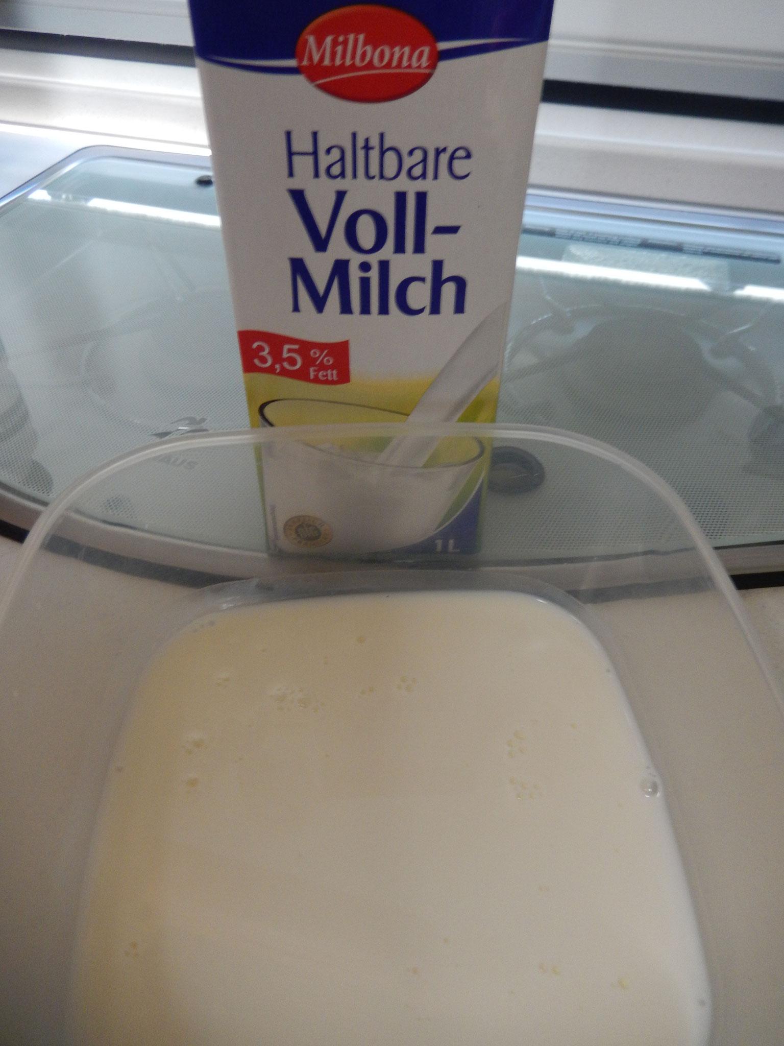 erst gebe ich die Milch in eine Schüßel