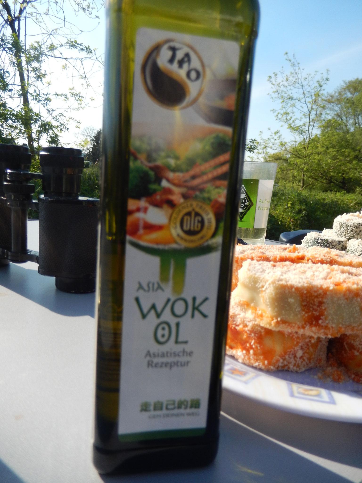 das Asia Wok Öl brauch ich immer mal Tröpfchen weise für die heiße Pfanne