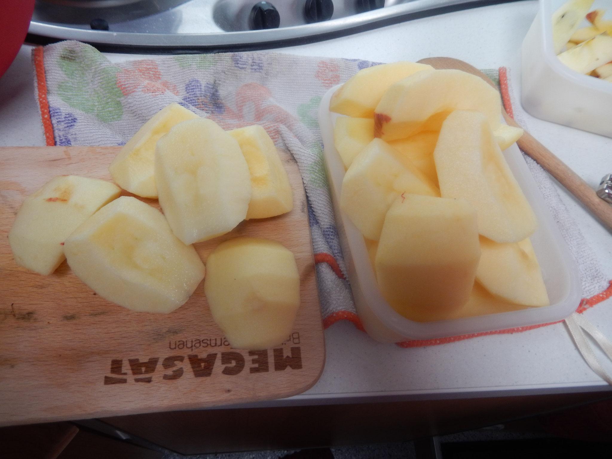 äpfel wurden in Stücke geschnitten