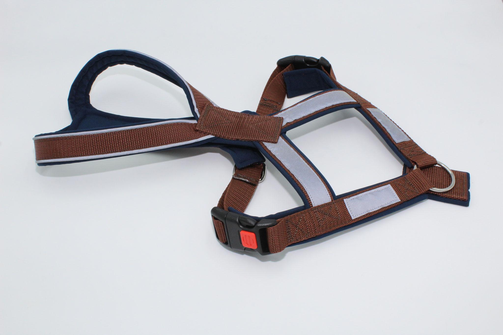 Gurtband schokobraun G2, Softshell dunkelblau S40, mit Reflektorenpapsel und Reflektorenband