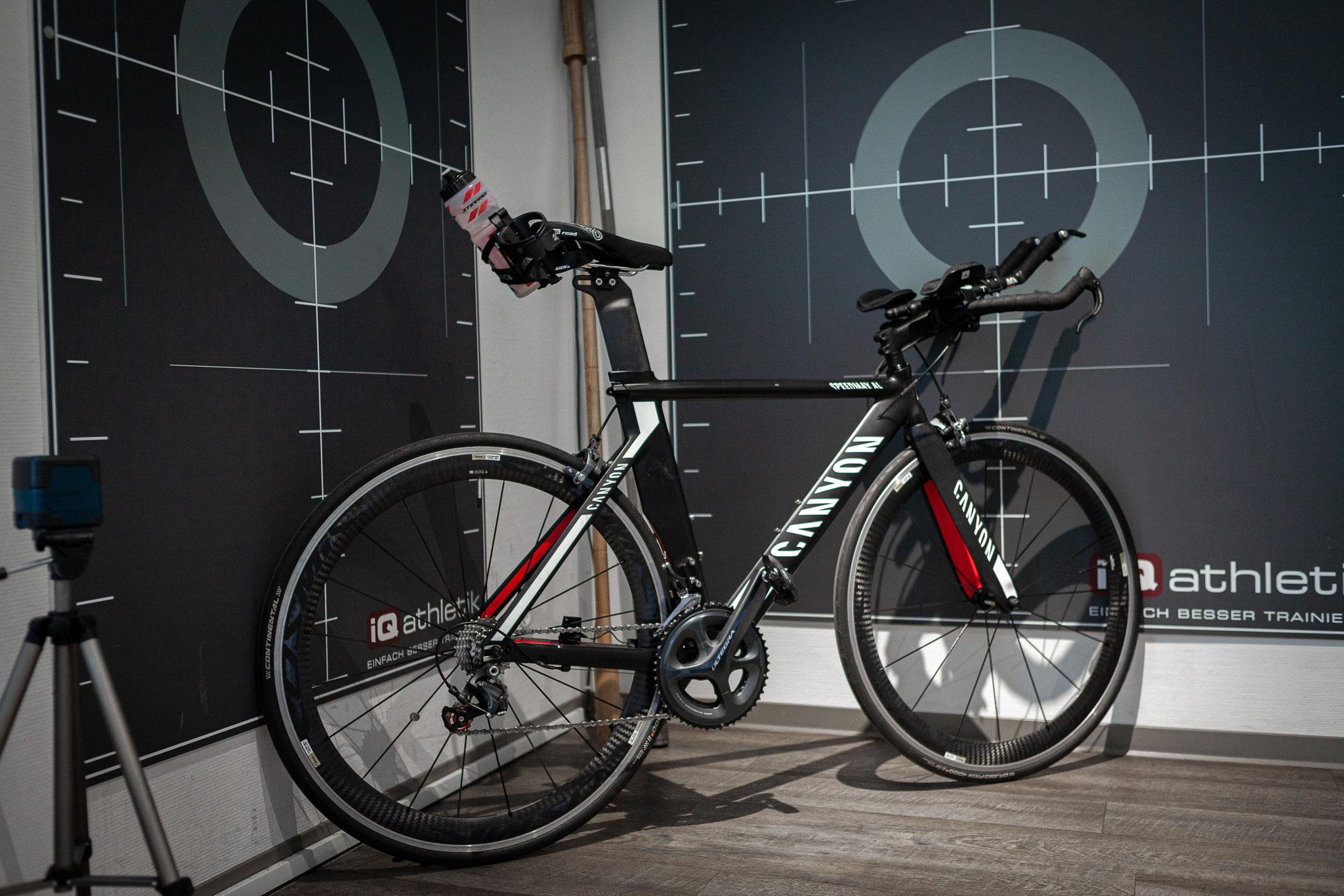Triathlonrad im Bikefittinglabor (Foto: Nils Thies)