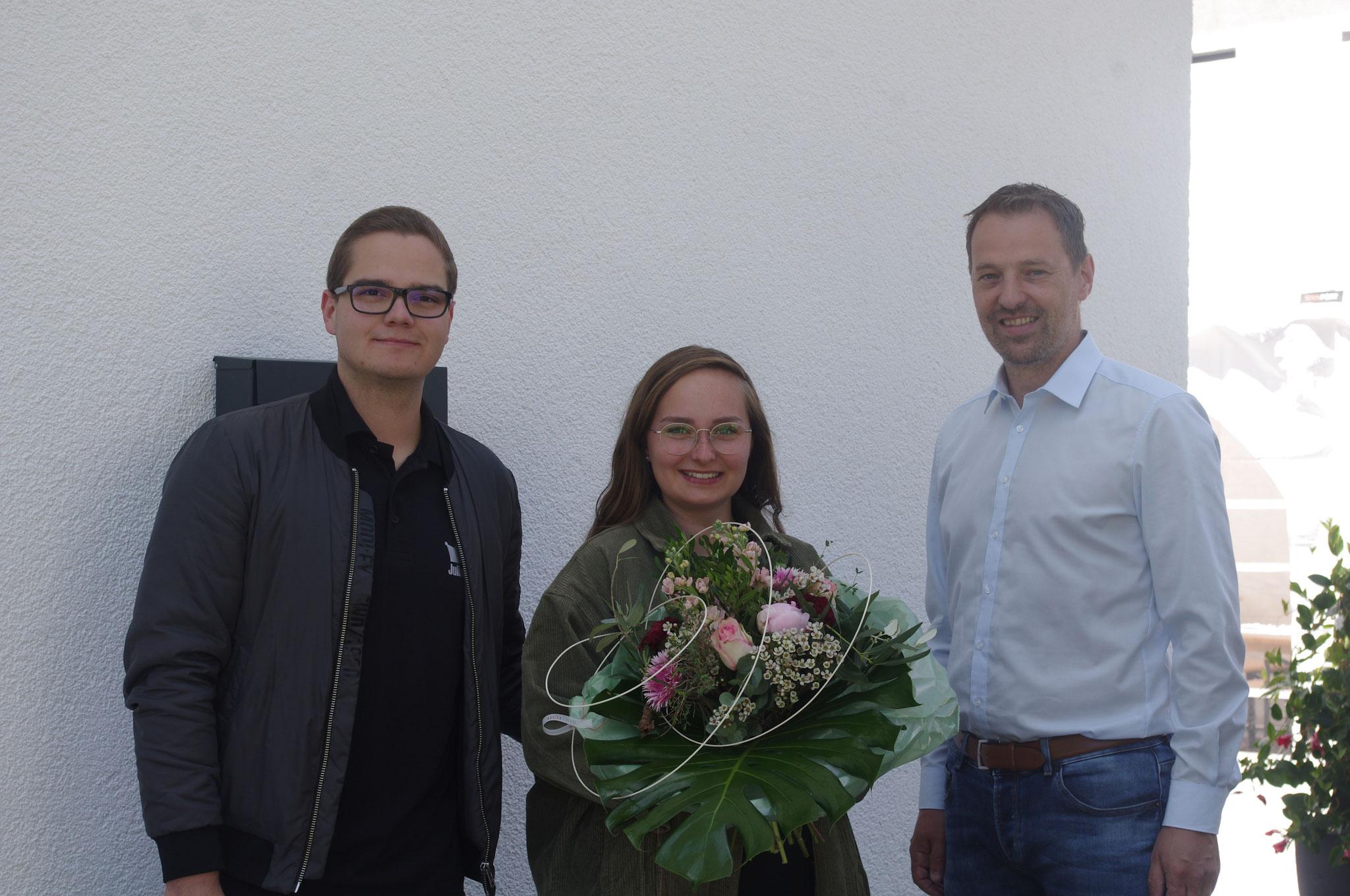 v.l. Königspaar Julian Bartels und  Anna-Lena Staba, Oberst Jürgen Luckey
