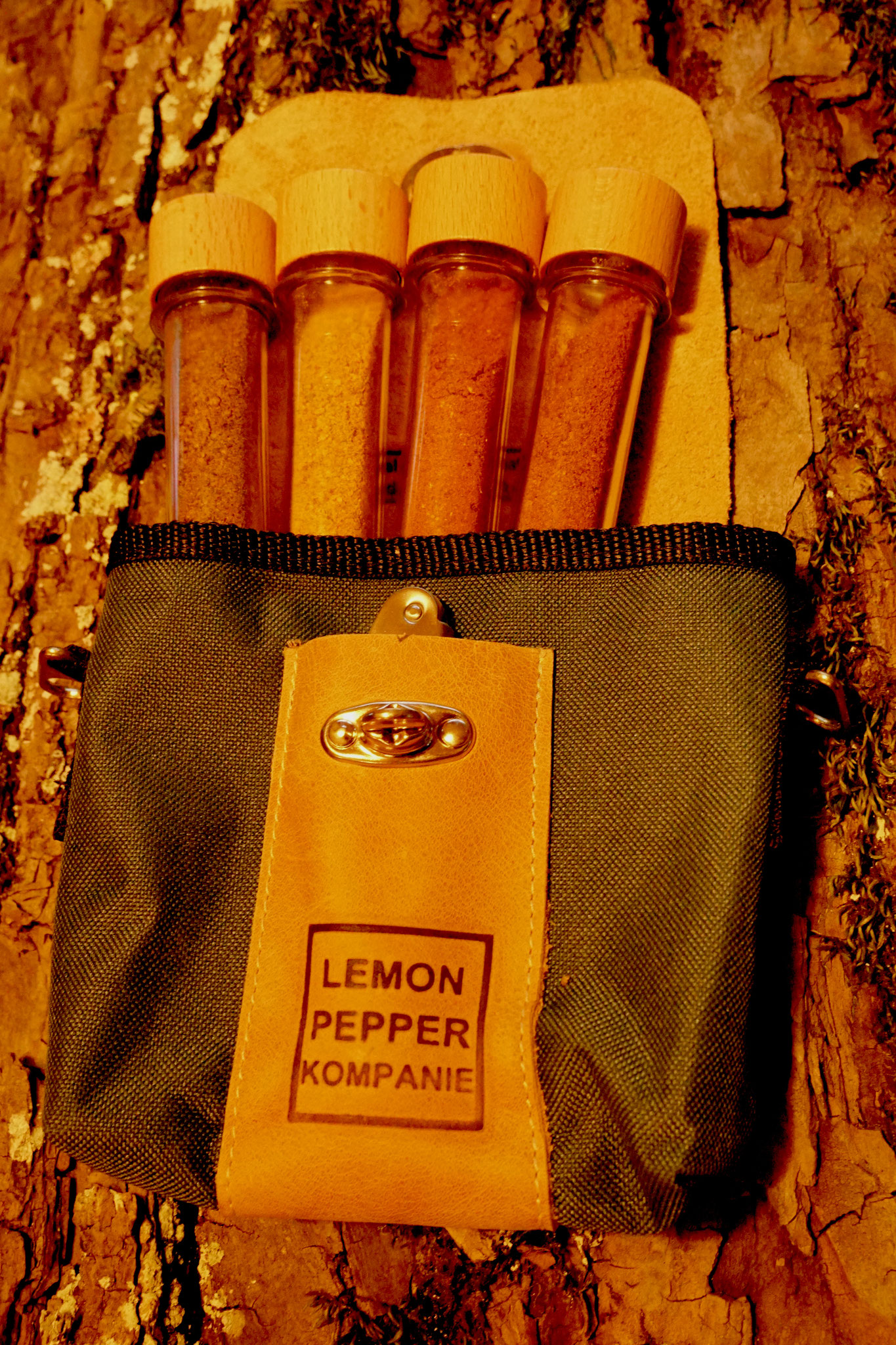 Vier exklusive, natürliche  Grillgewürze aus Südafrika - exklusiv gemischt in Durban/Südafrika für die Lemon Pepper Kompanie