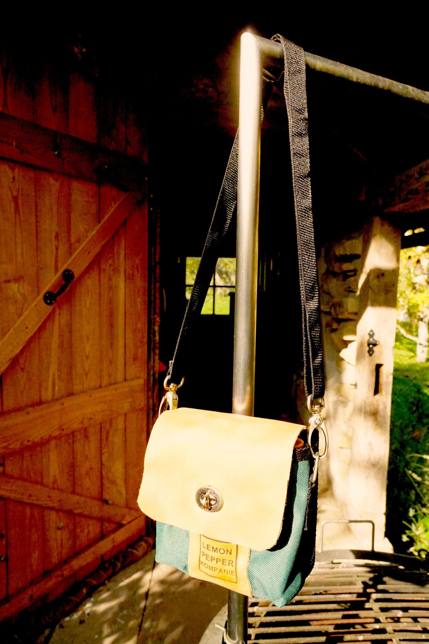 Schulterriemen gehört als Extra dazu - auch als Handtasche ein Hingucker
