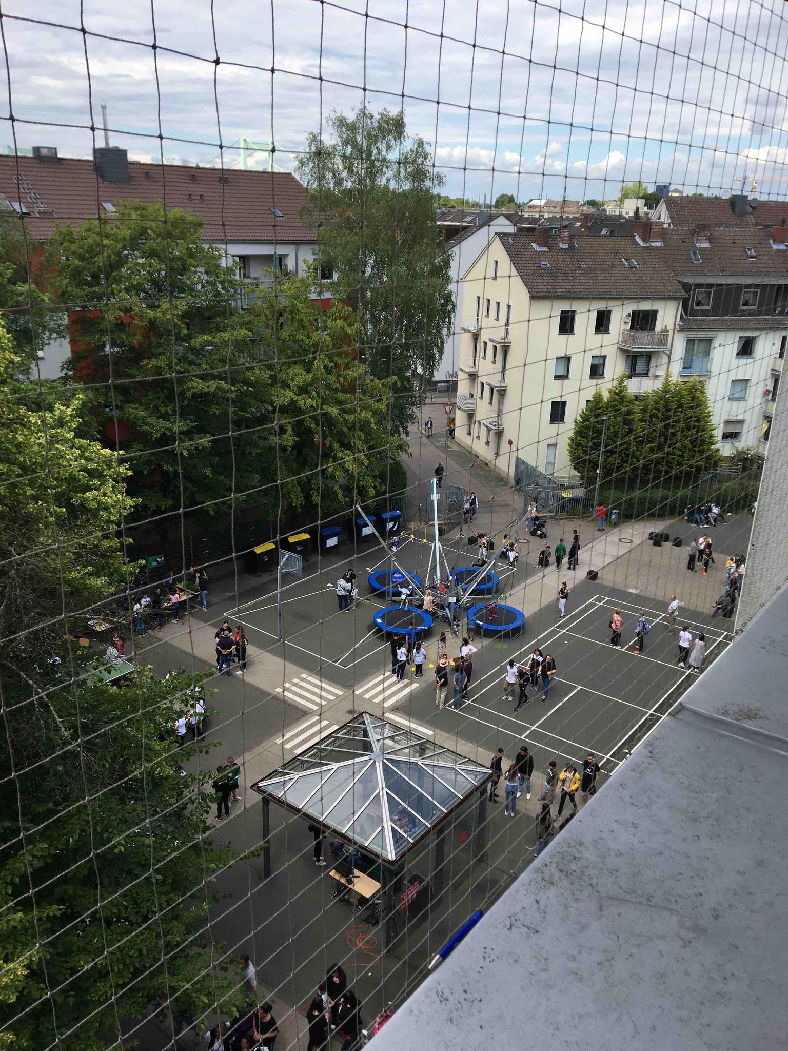Schulhof von Oben (Sommerfest)