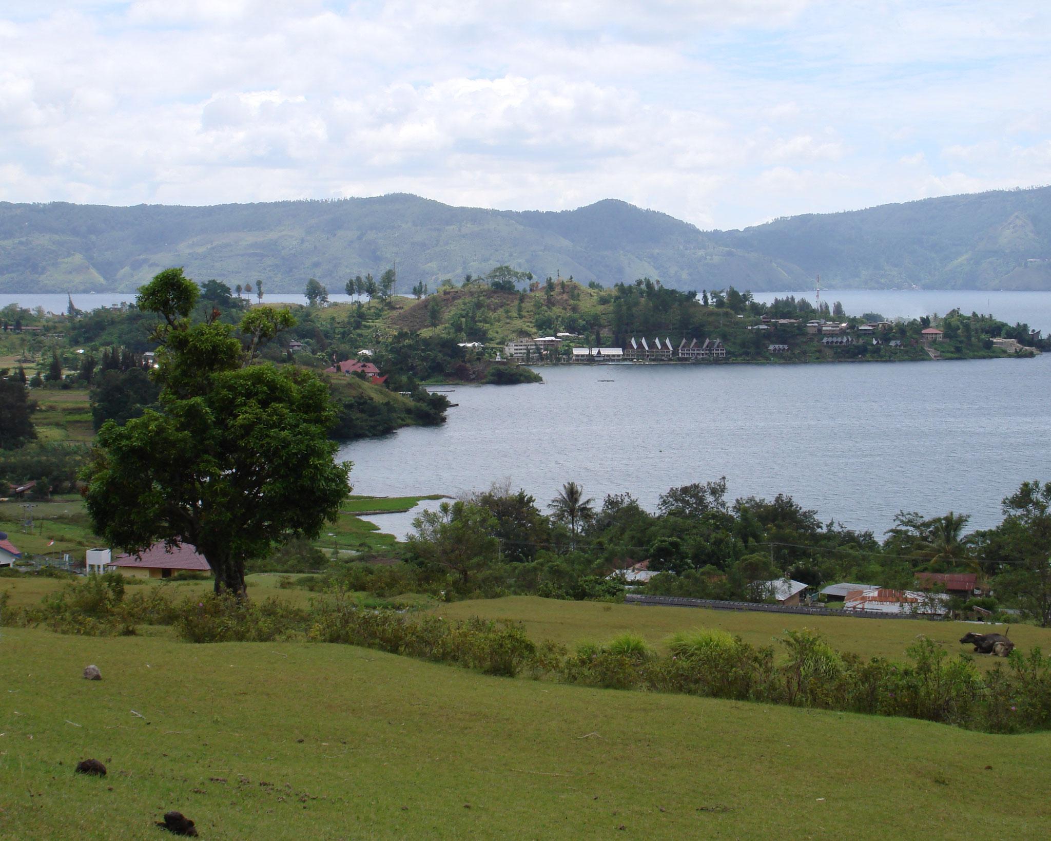 Blick auf Tuk Tuk, Insel Samosir, Lake Toba, Sumatra in Indonesien