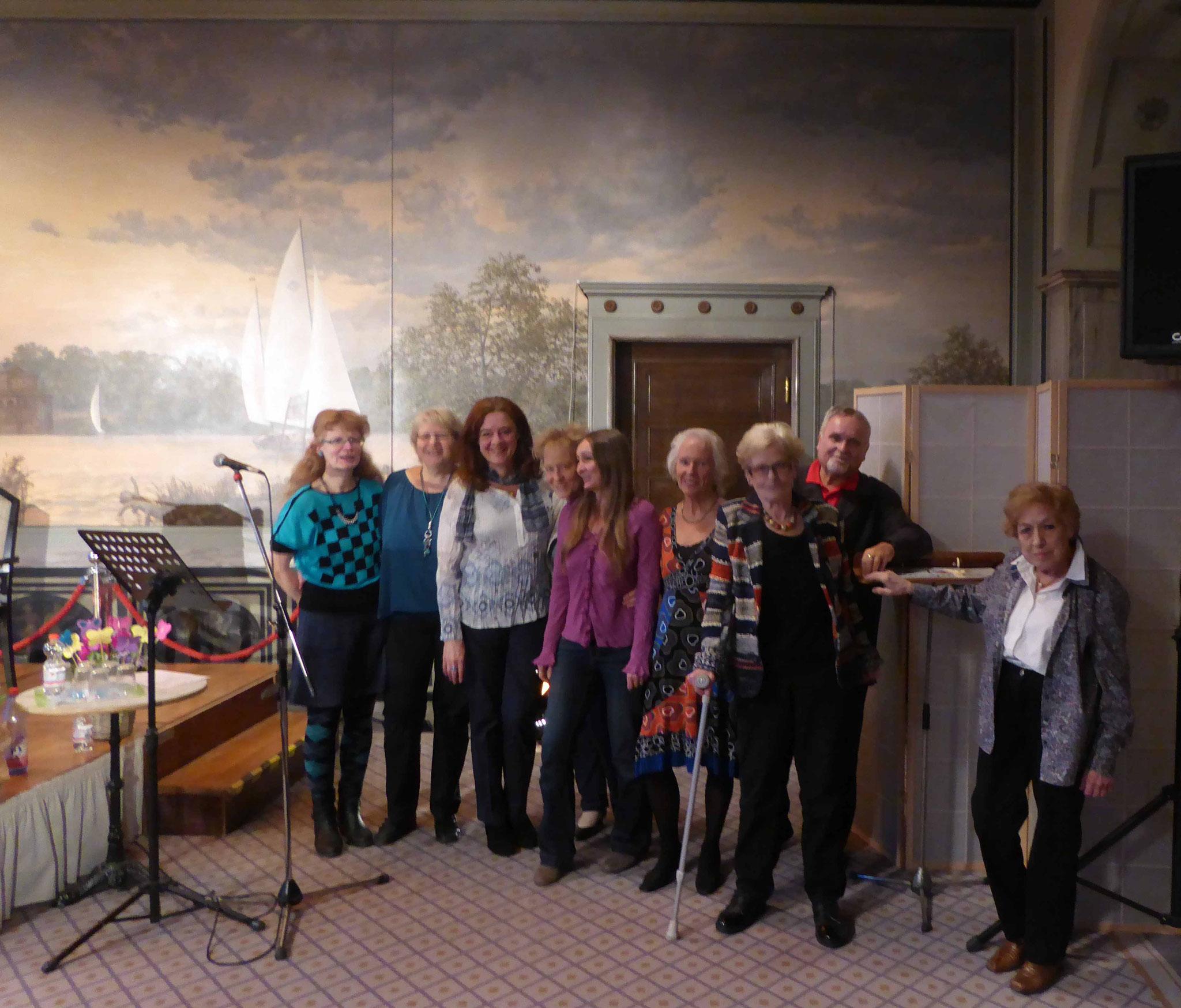 LIT-Gruppenfoto mit Frauenmärz Organisatorin Ute Knarr-Herriger (4. v.l.)