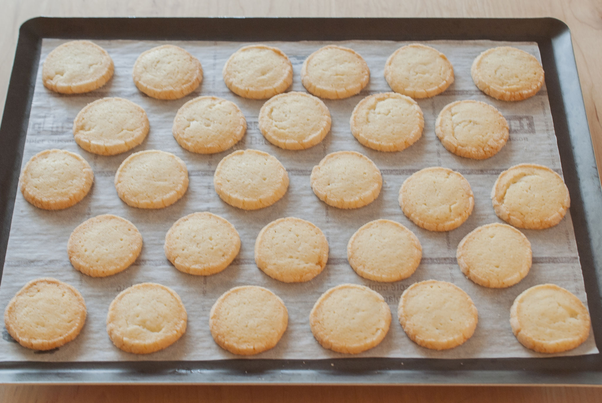Vanilla Cookies with a recipe that values brittleness + special gift wrapping, Fleur*Fleur*