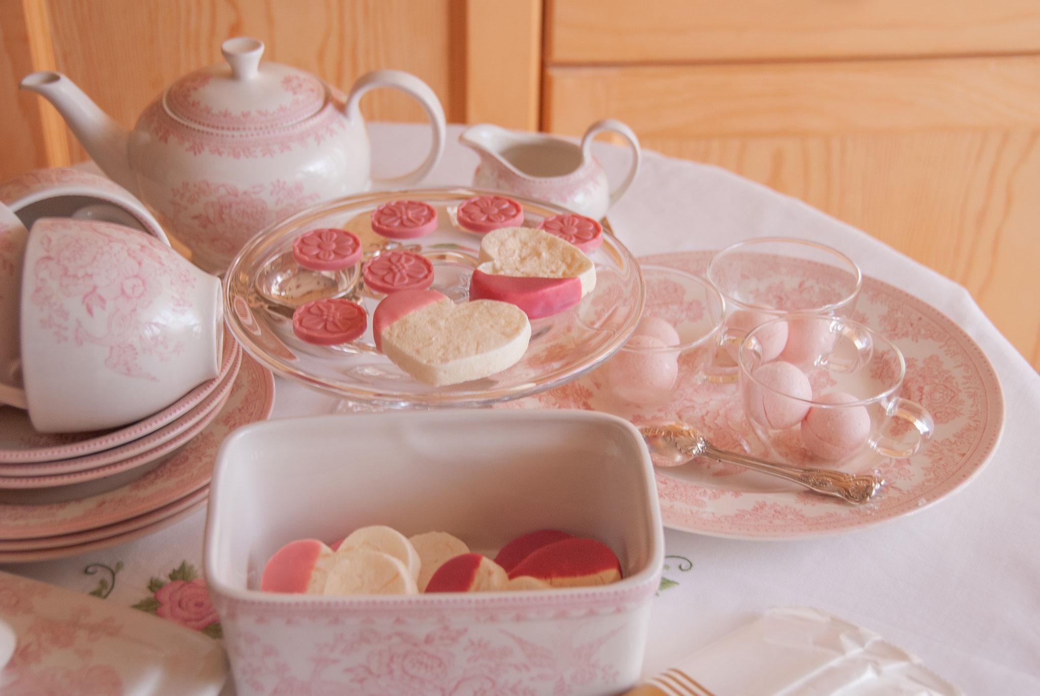 Tender Rose Chocolates ( INSPIRATION-FRAMBOISE + OPALYS, VALRHONA ), Fleur*Fleur*, fleurfleur