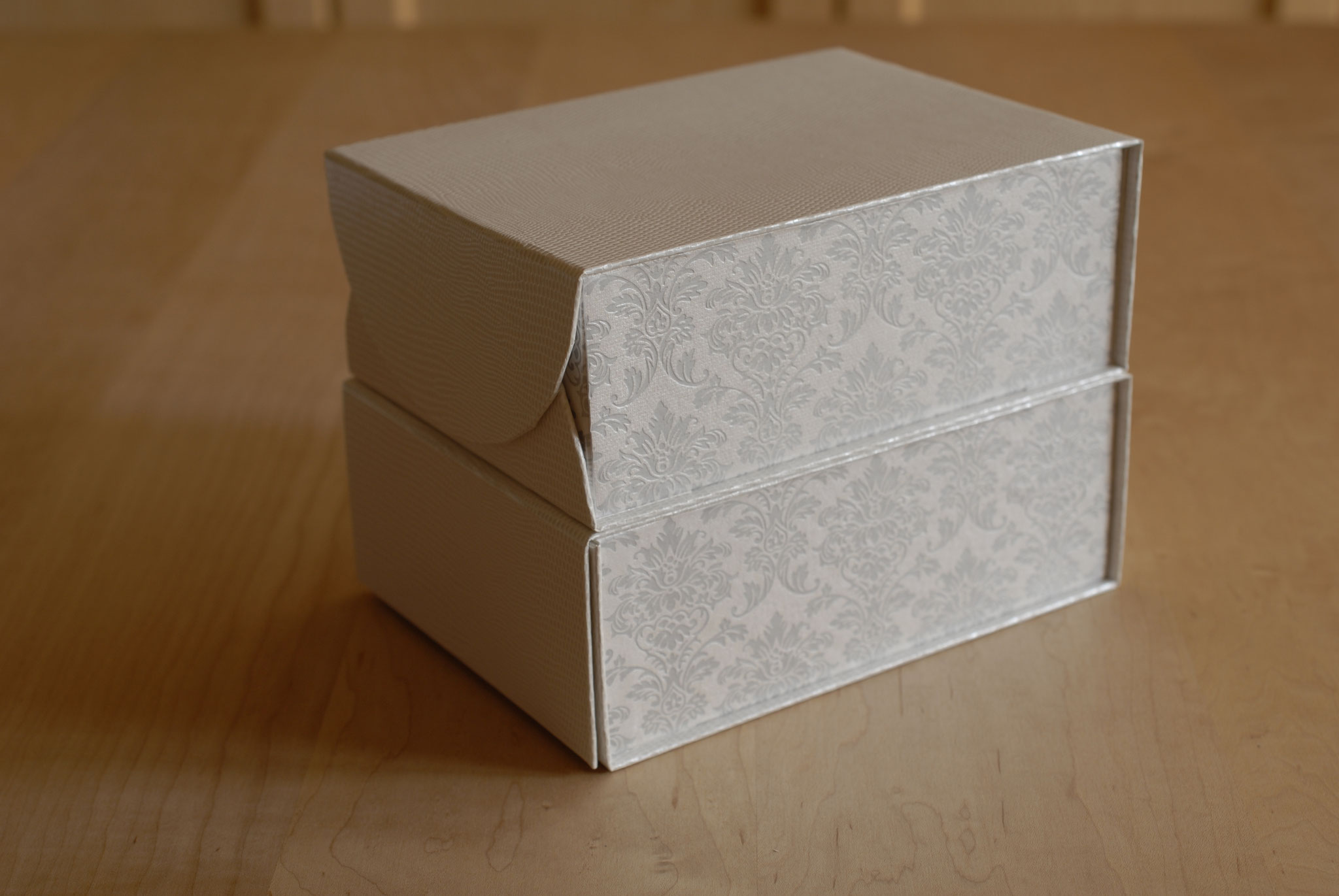 Boxes with curved magnetic edges, Fleur*Fleur*