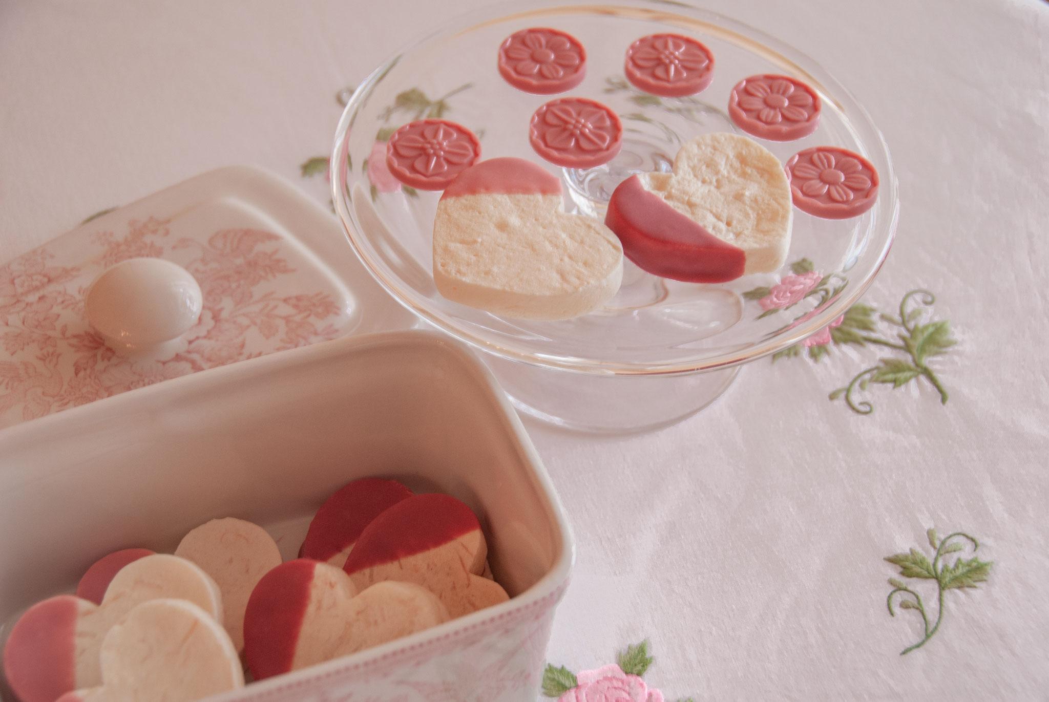 Tender Rose Chocolates ( INSPIRATION-FRAMBOISE + OPALYS, VALRHONA ), Fleur*Fleur*
