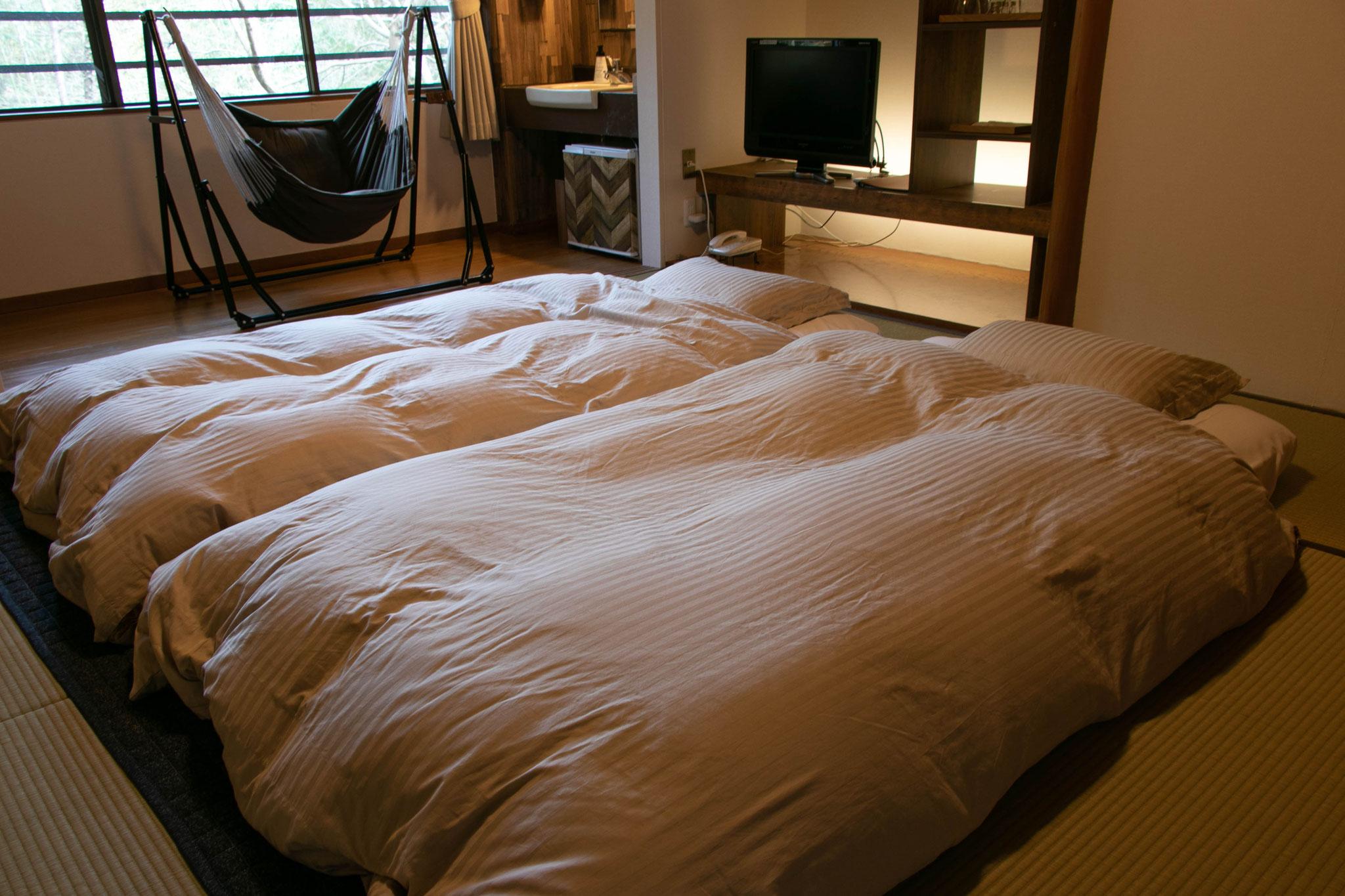 コンセプトルームのみのお布団セットです☆ マットレス並みの極厚敷布団♪ ふんわり柔らかで軽い羽毛掛布団♫ 枕は少し低めで疲れません!