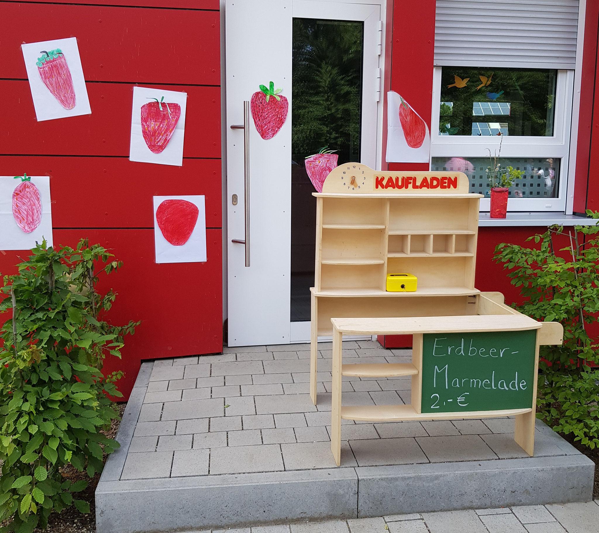 Verkauf von selbst gemachter Erdbeermarmelade