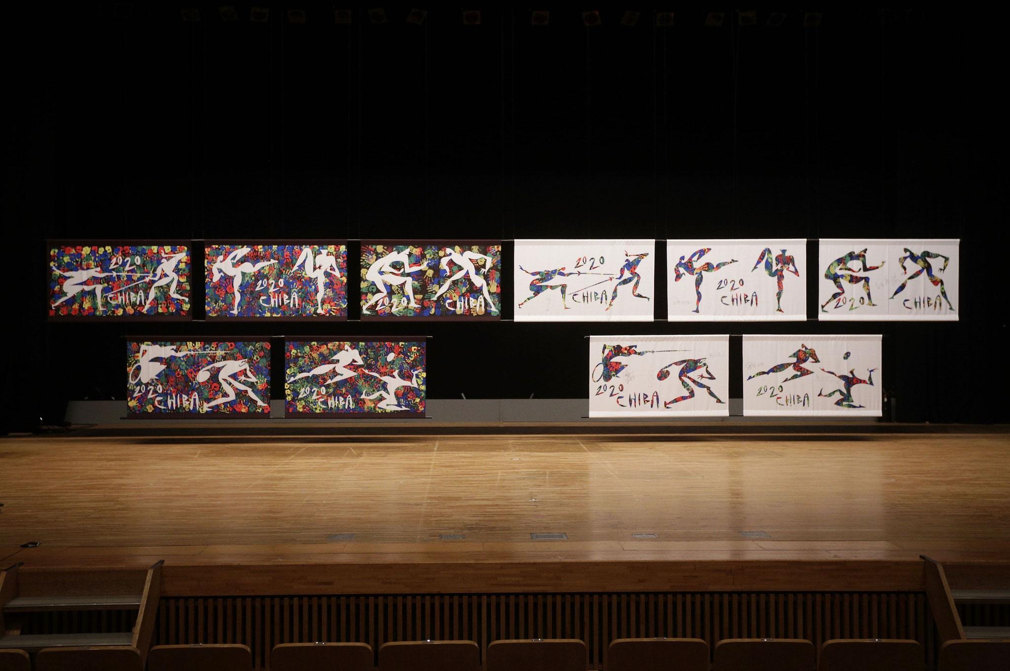 オリンピック競技周知の為の横断幕を制作する市民参加型イベントワークショップ。様々な年代の方にハンドスタンプで下地を作成してもらう(全年齢/1ヶ月)主催:千葉市/ちばアートウインド運営企業体