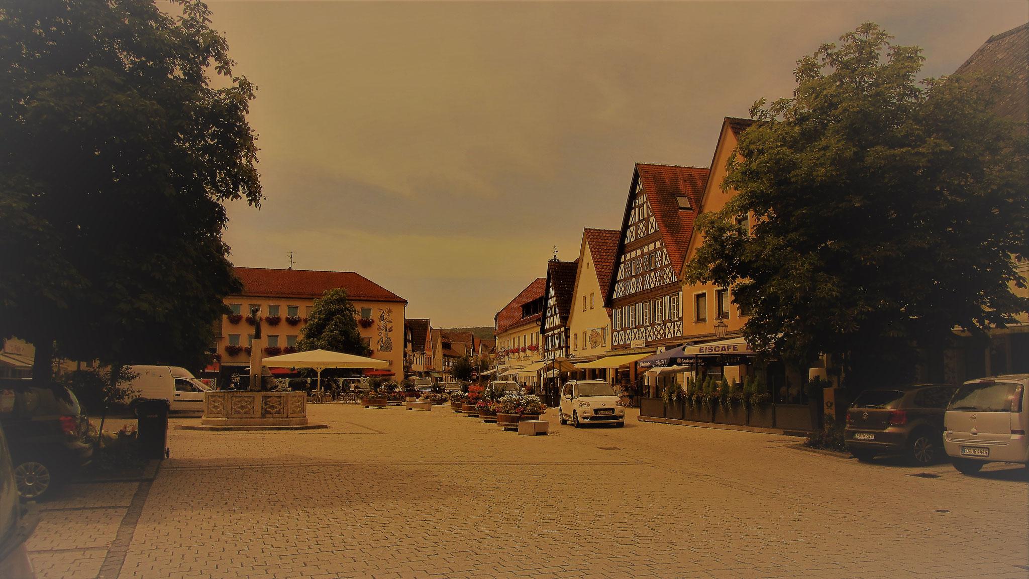 Der Marktplatz von Ebermannstadt in der Fränkischen Schweiz. 2km vom Landgasthof Bieger entfernt.