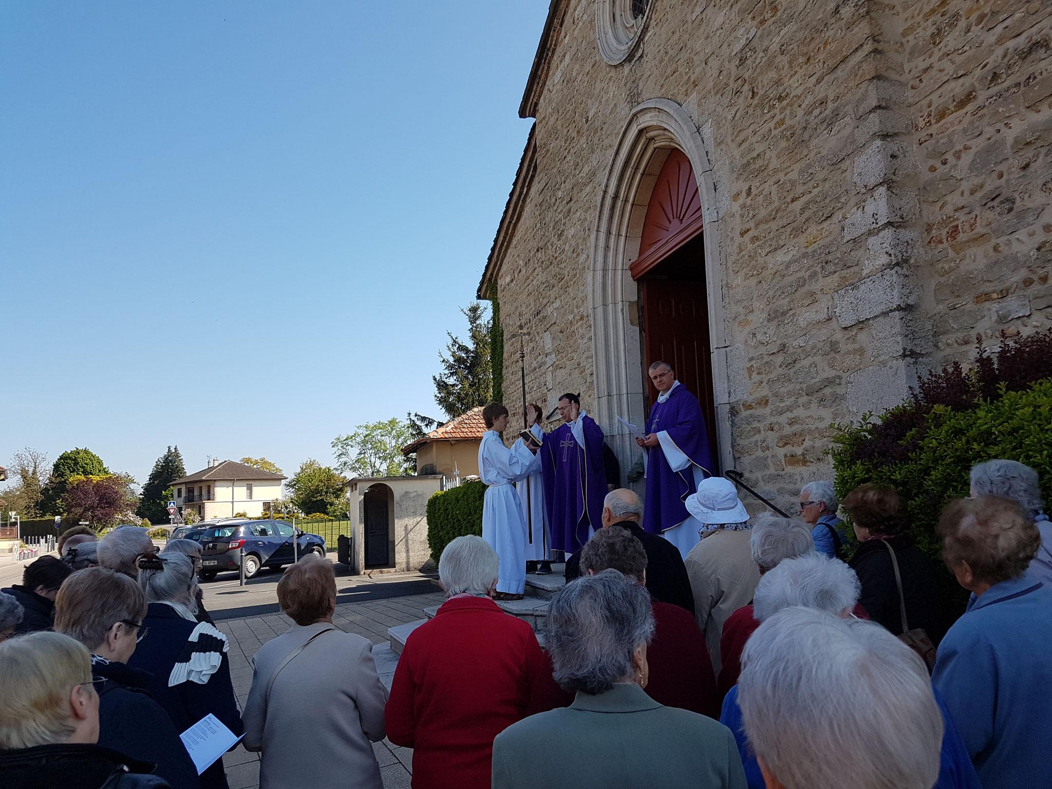 Lors de la procession d'entrée, nous avons chantons le psaume 129 :