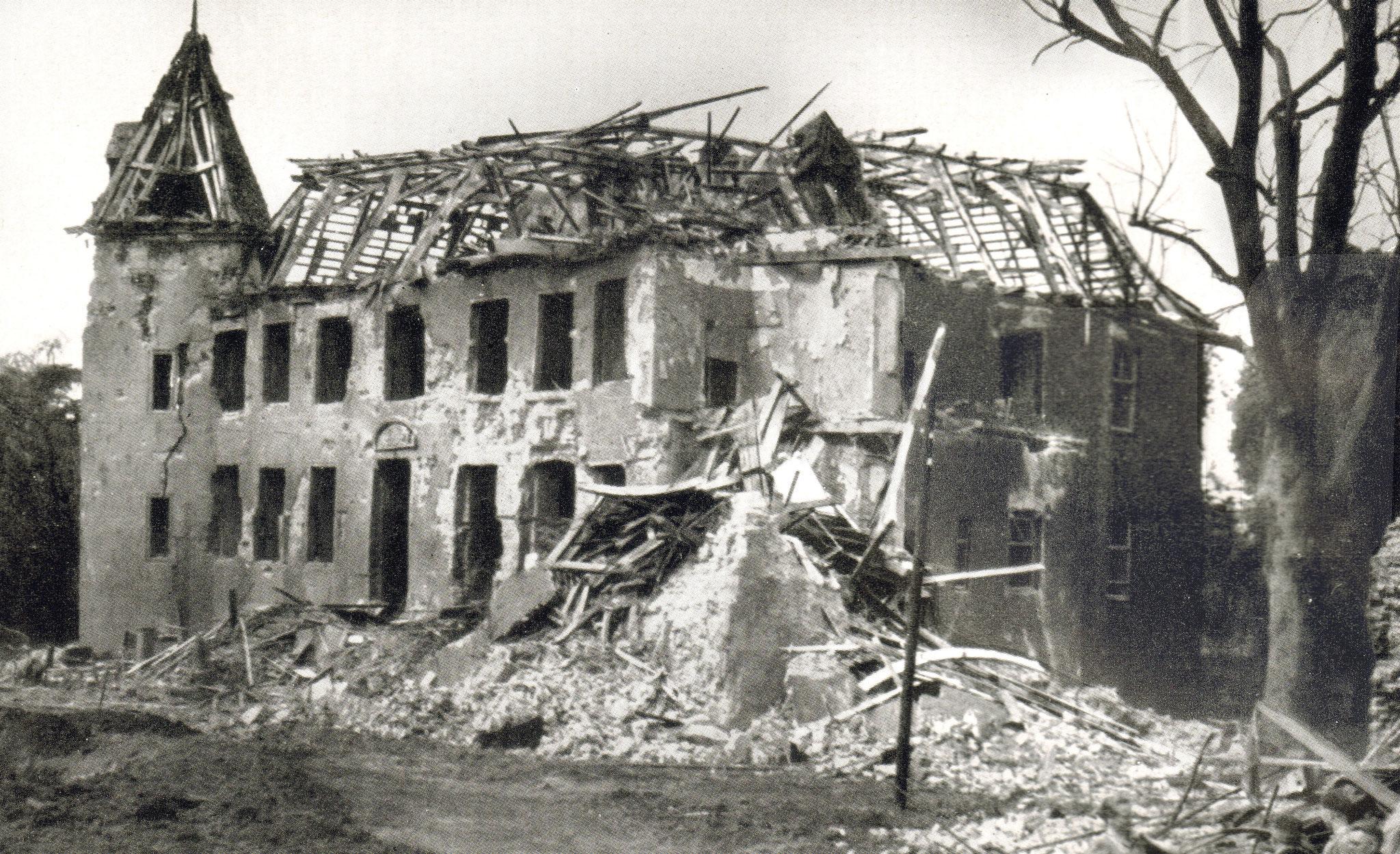 Haus Ickern nach dem Bombenangriff vom 06 - 07. August 1944