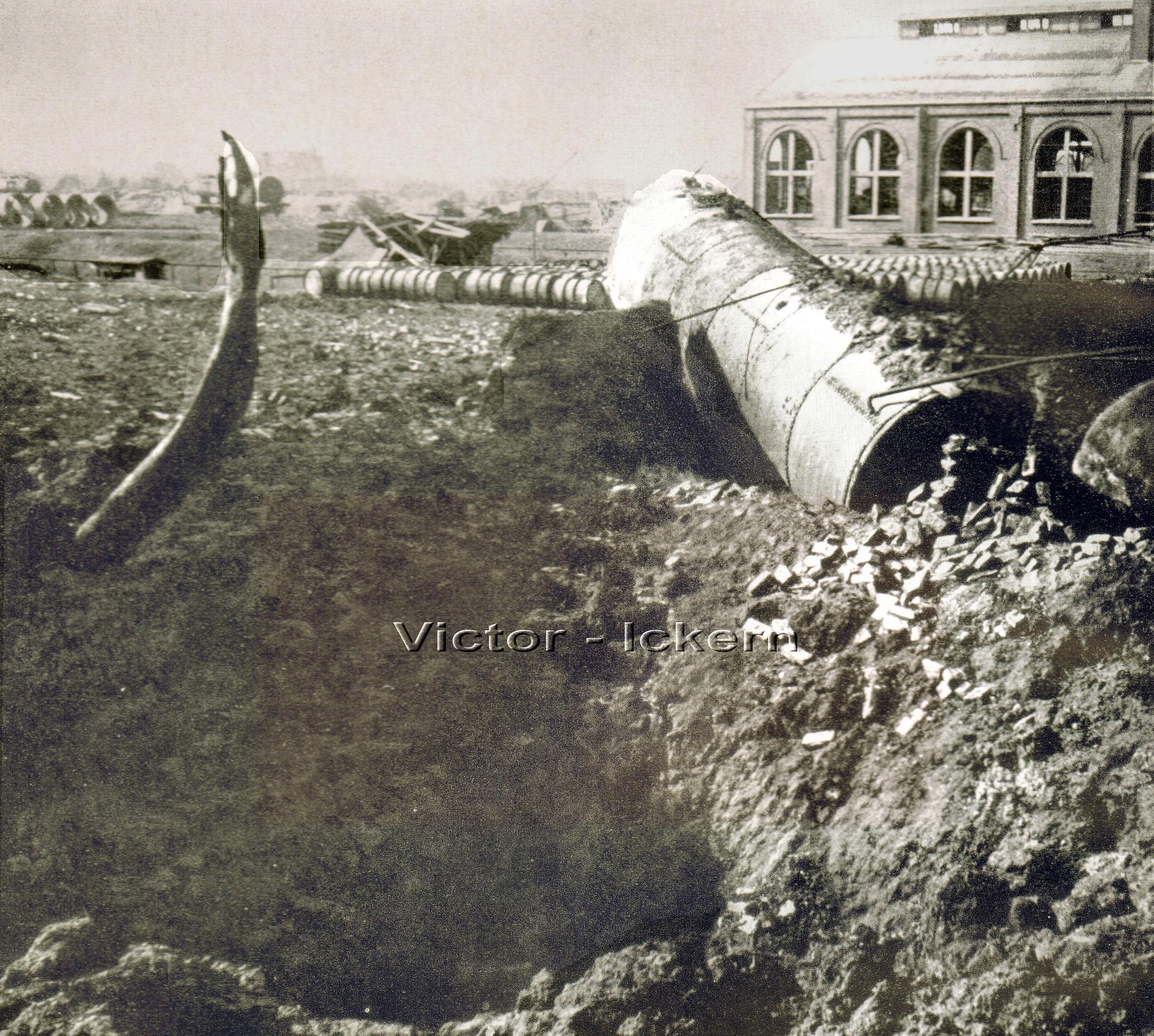 Zerstörtes Benzollager nach dem Bombenangriff vom 09.11.1944