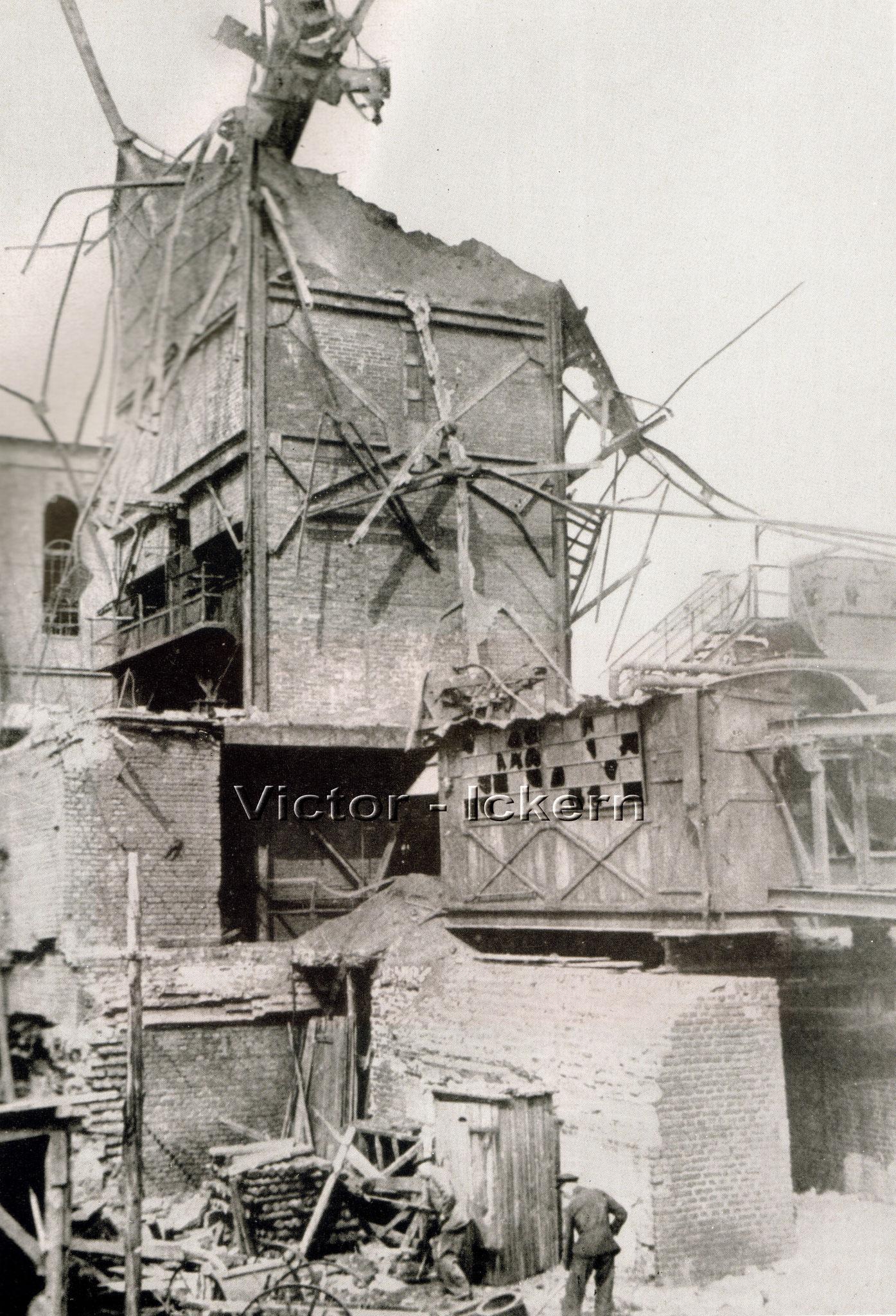 Zerstörter Kokskohlenturm nach einem Bombenangriff