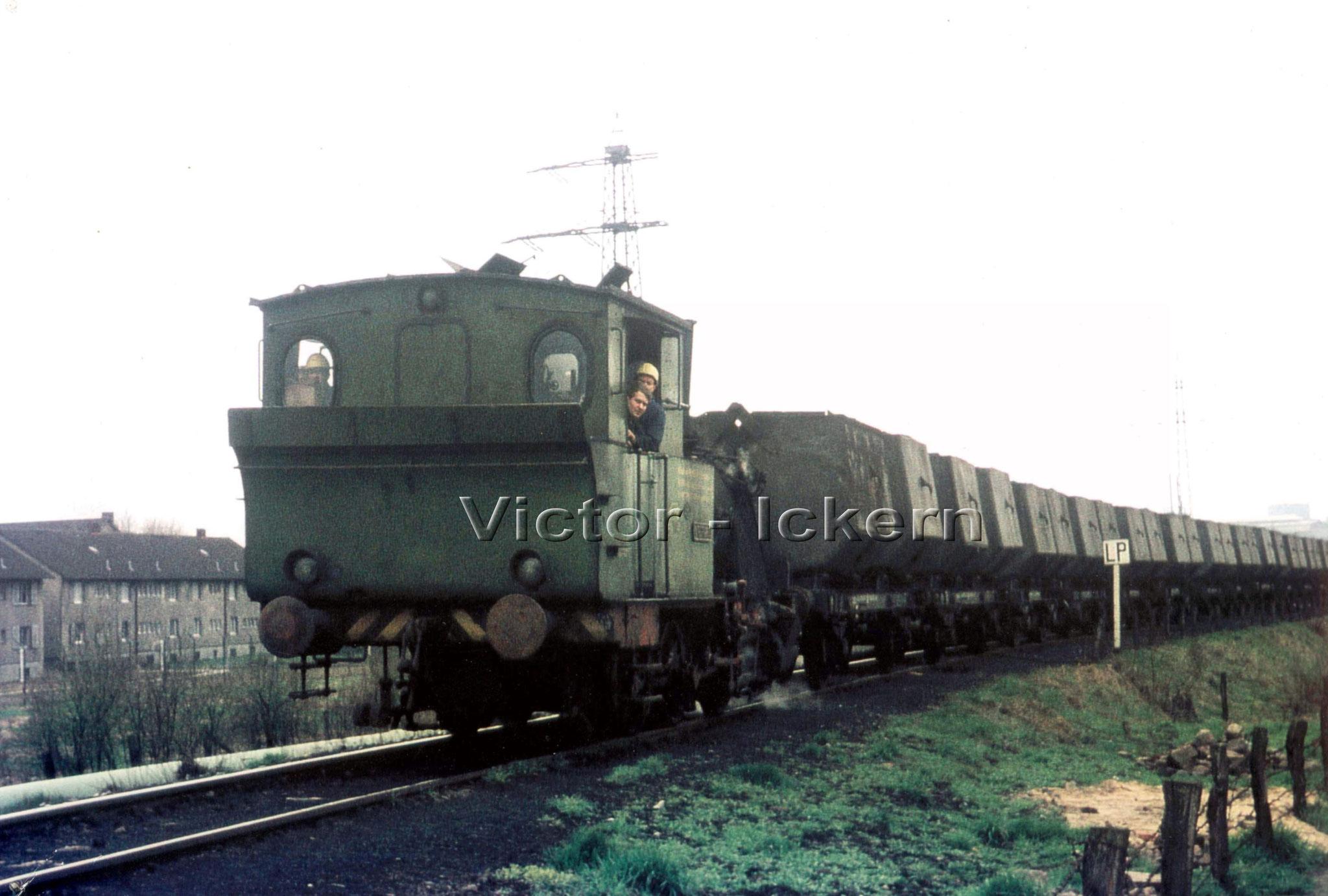 Lok mit Kübelwagen   1971