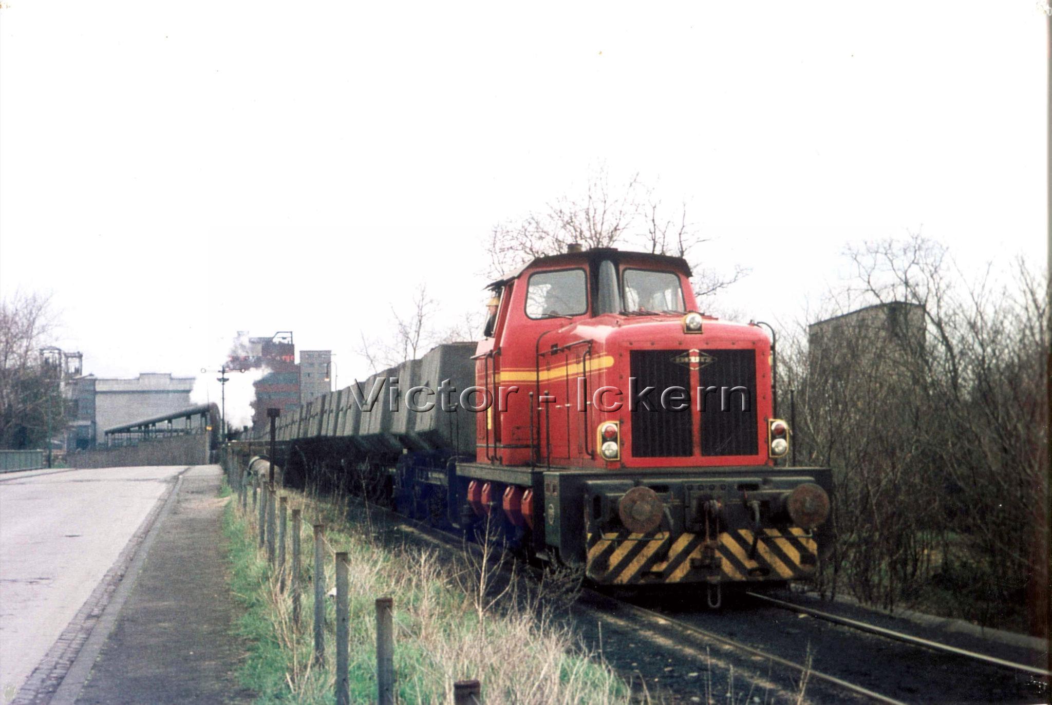 Diesellok mit Kübelwagen, im Hintergrund Ickern I/II   1971
